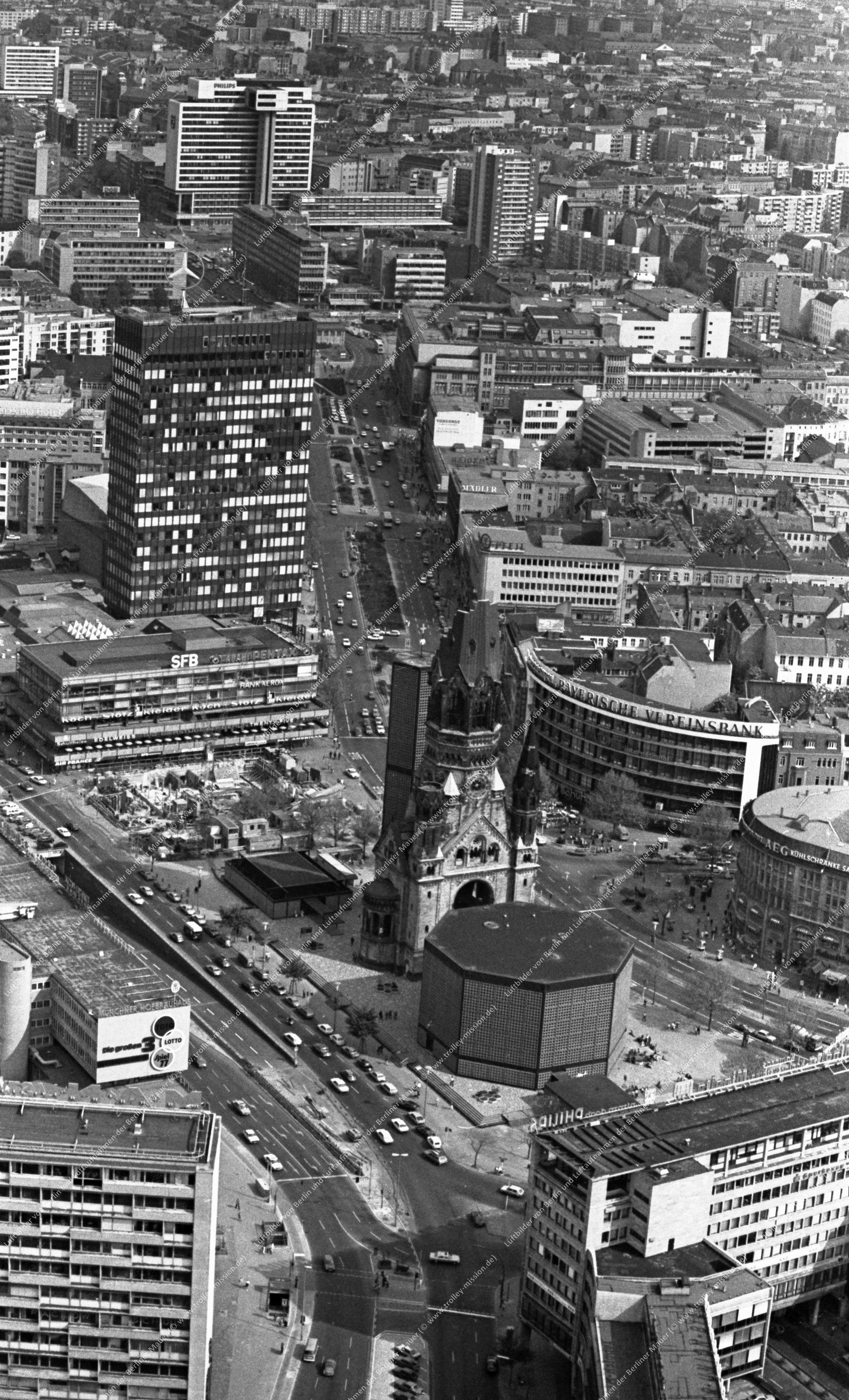 Berlin Luftbild Kaiser-Wilhelm-Gedächtniskirche vom 12. Mai 1982 (Bild 084)