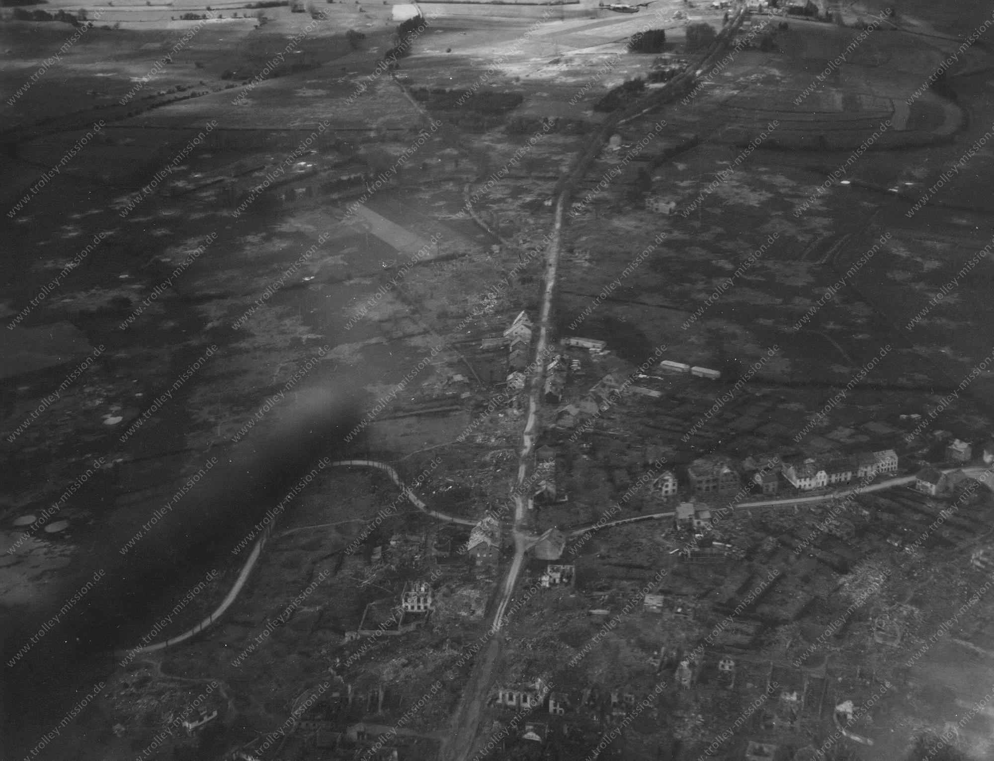 Sankt Vith oder St. Vieth - Luftbild aus dem Mai 1945 im Zweiten Weltkrieg (Belgien)