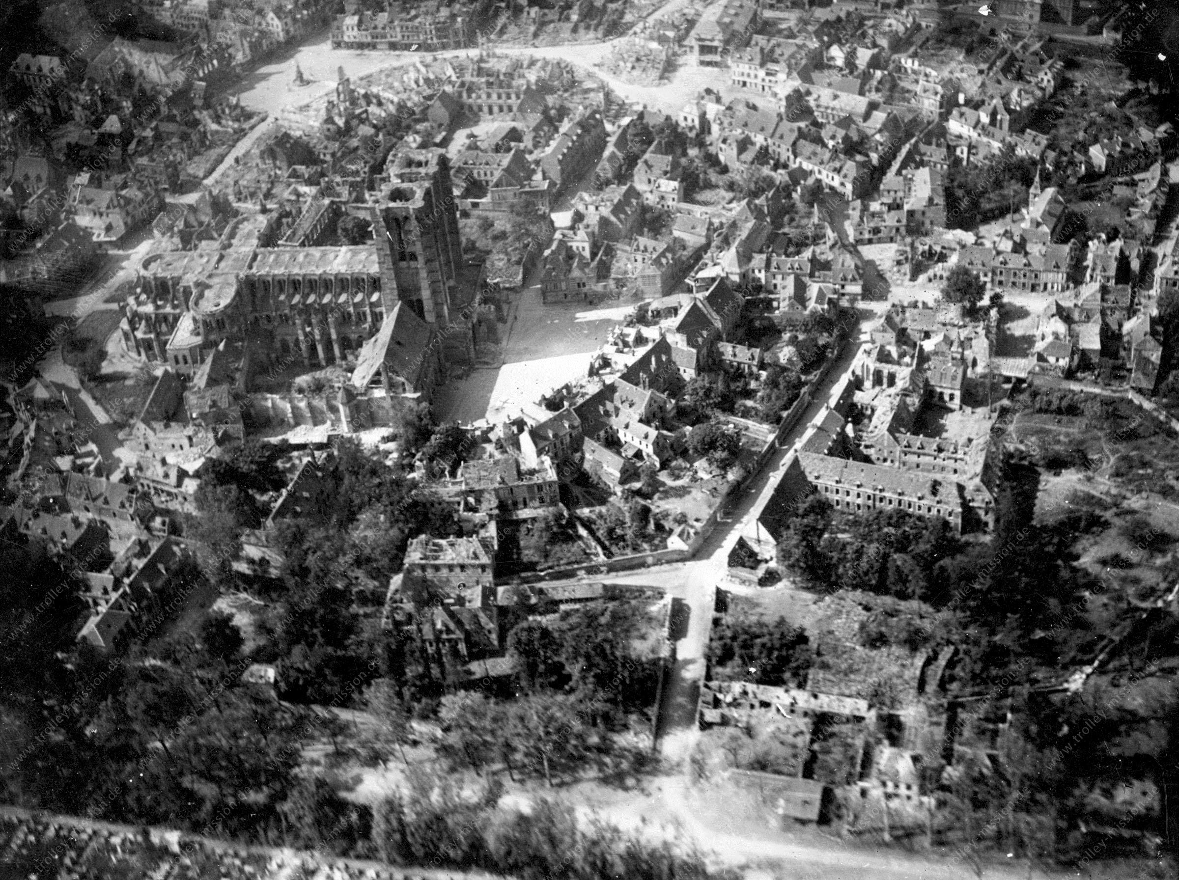 Die Kathedrale von Noyon nach der Zerstörung im Ersten Weltkrieg (Frankreich)