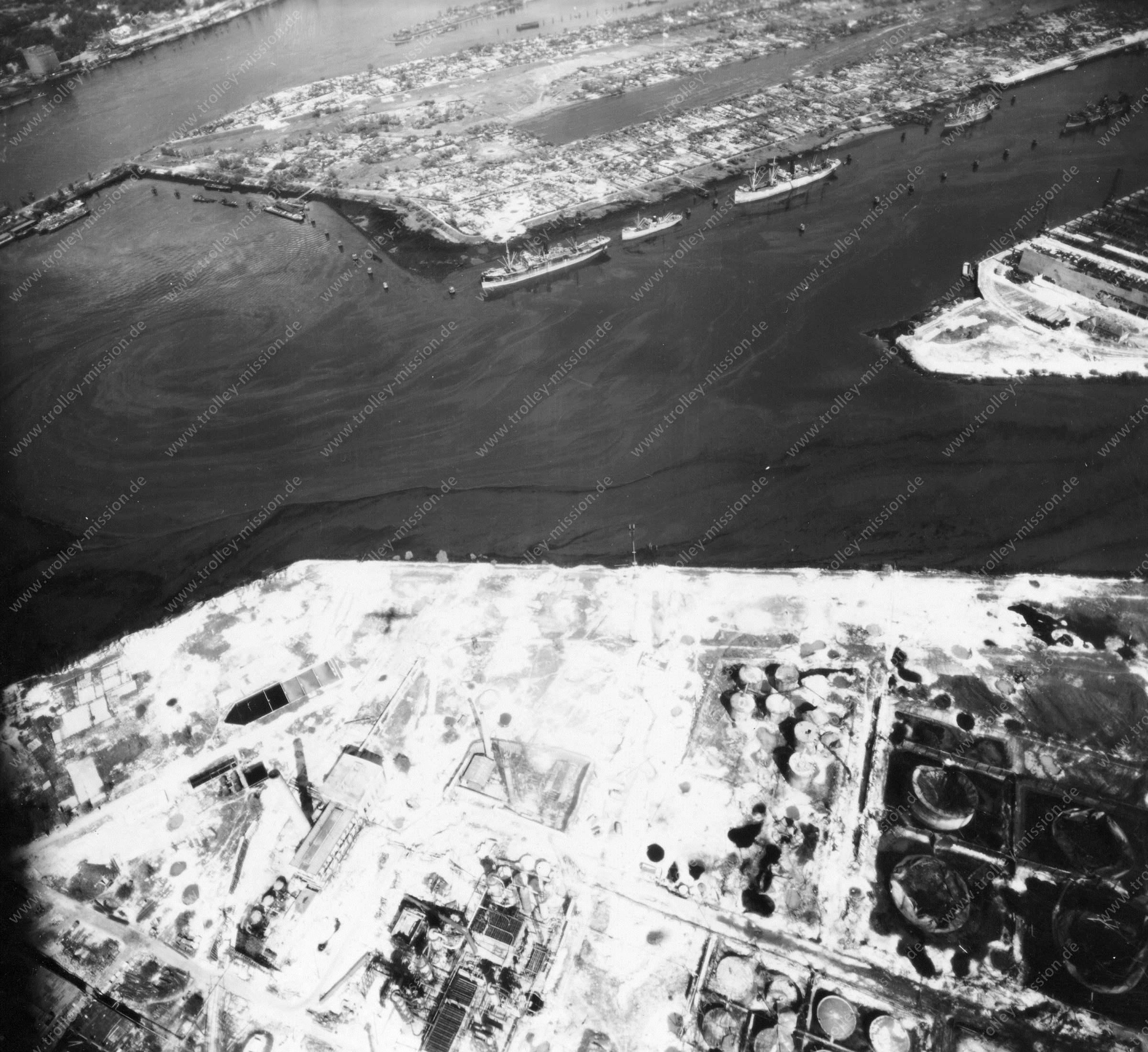 Luftbild von Hamburg und Hafen am 12. Mai 1945 - Luftbildserie 4/19 der US Air Force