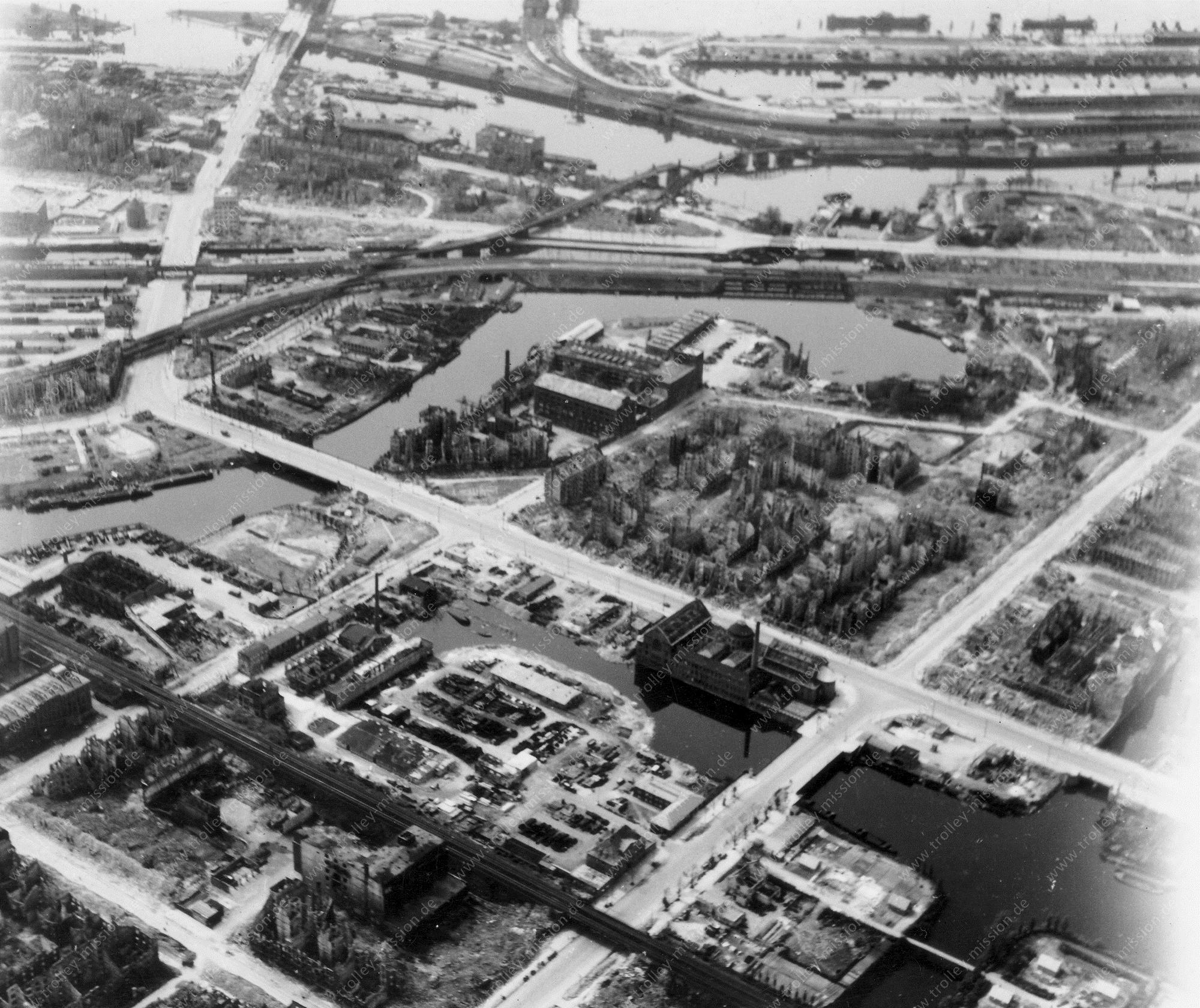 Hamburg Luftbild Hochwasserbassin, Heidenkampsweg, Badeanstalt und Oberhafenkanal mit zerstörter Eisenbahnbrücke