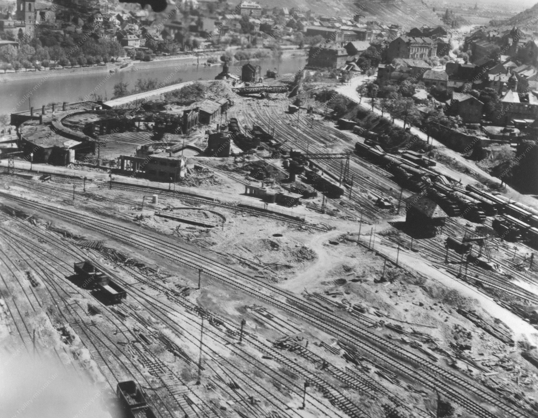 Bahnhof Bingerbrück mit Ringlokschuppen und Drehschreibe nach den Fliegerbomben im Zweiten Weltkrieg