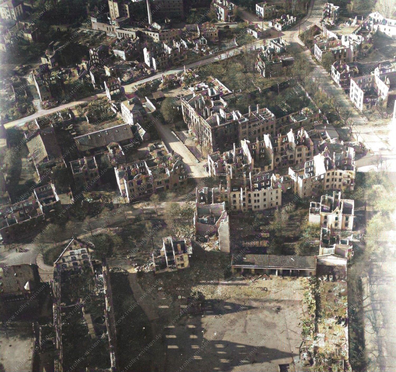 Farbbild: Gießen im Zweiten Weltkrieg - Luftbild Landgraf-Philipp-Platz, Neues Schloß und Zeughaus