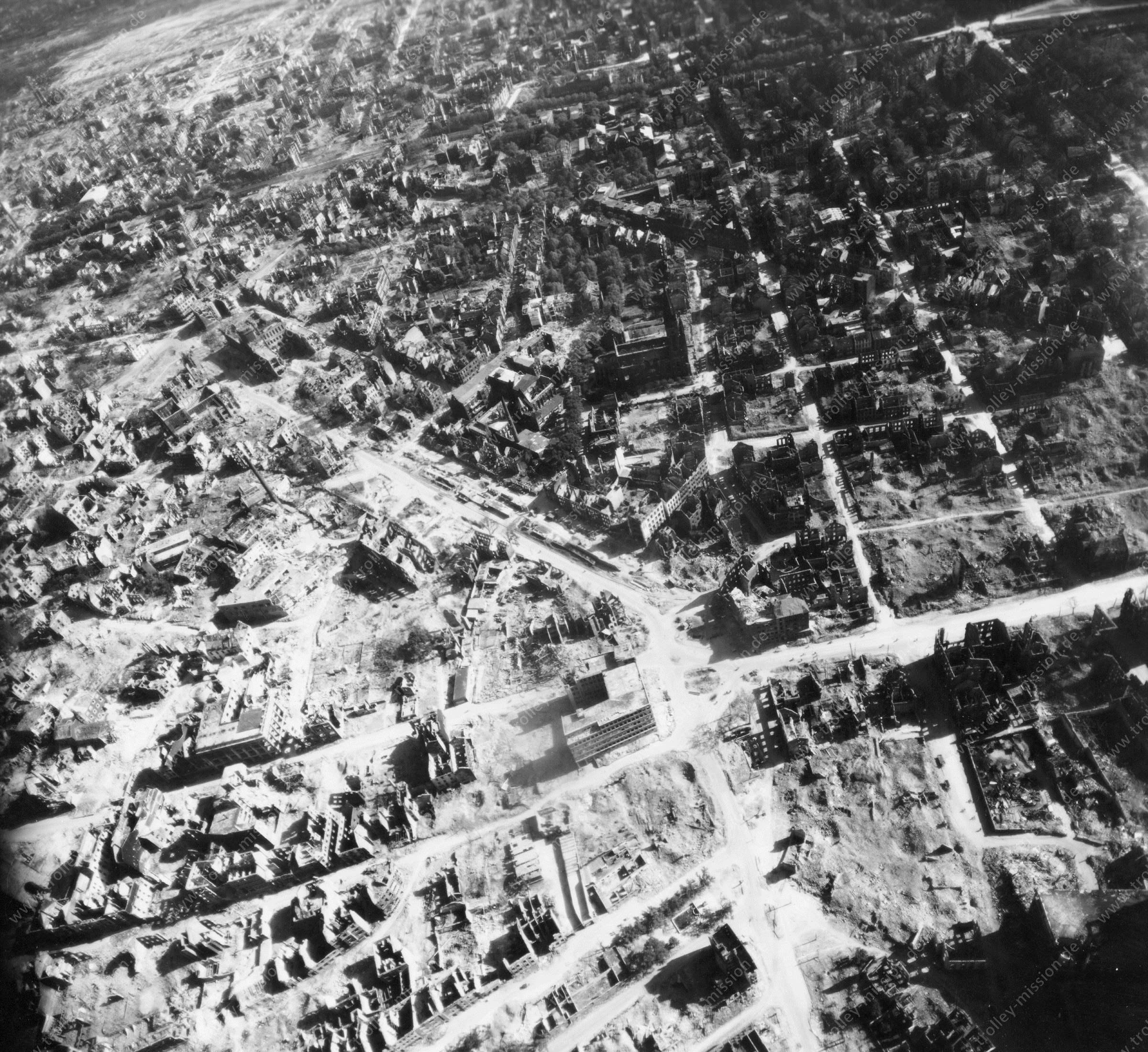 Luftbild von Dortmund am 12. Mai 1945 - Luftbildserie 3/4 der US Air Force