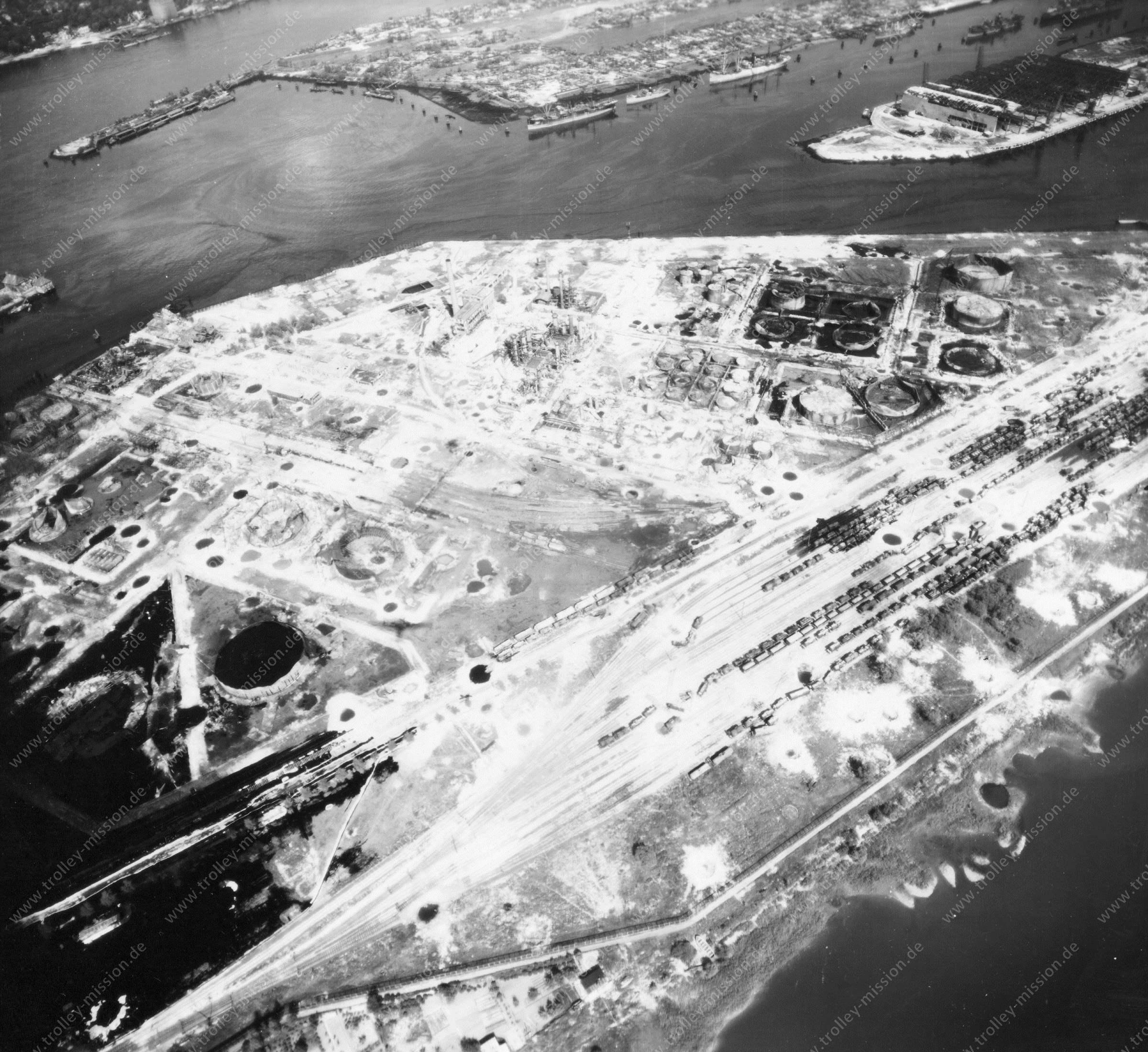 Luftbild von Hamburg und Hafen am 12. Mai 1945 - Luftbildserie 3/19 der US Air Force