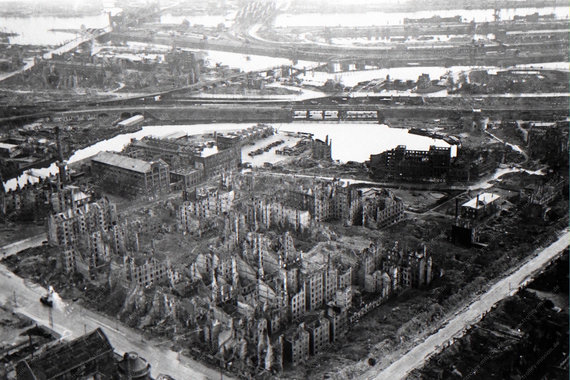 Luftaufnahme von Hamburg-Hammerbrook mit Heidenkampsweg und Süderstraße sowie Billhafen nach dem Zweiten Weltkrieg