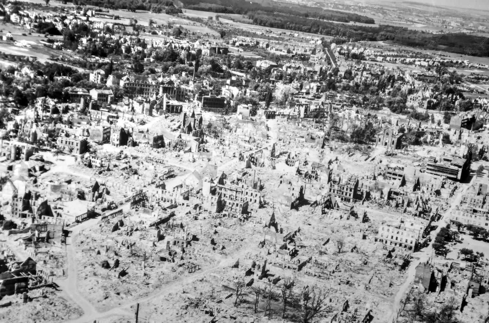 Hanau und seine nach Fliegerbomben im Zweiten Weltkrieg völlig zerstörte Altstadt