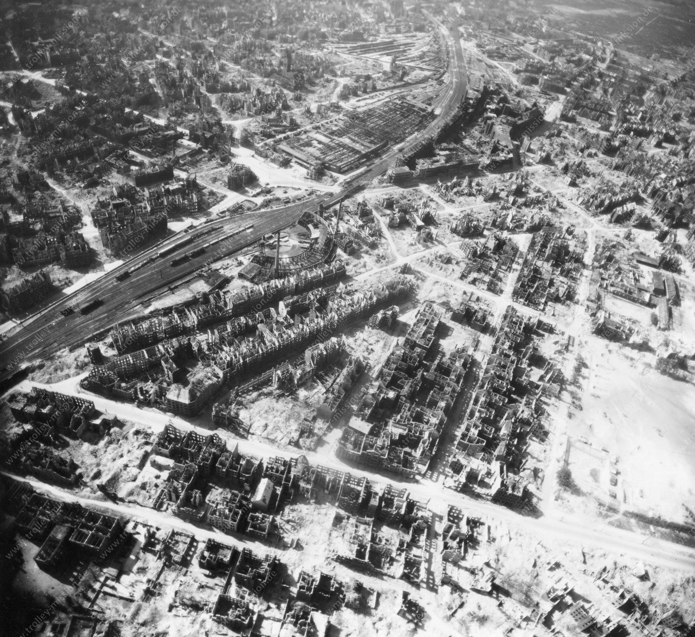 Luftbild von Hannover am 12. Mai 1945 - Luftbildserie 1/3 der US Air Force