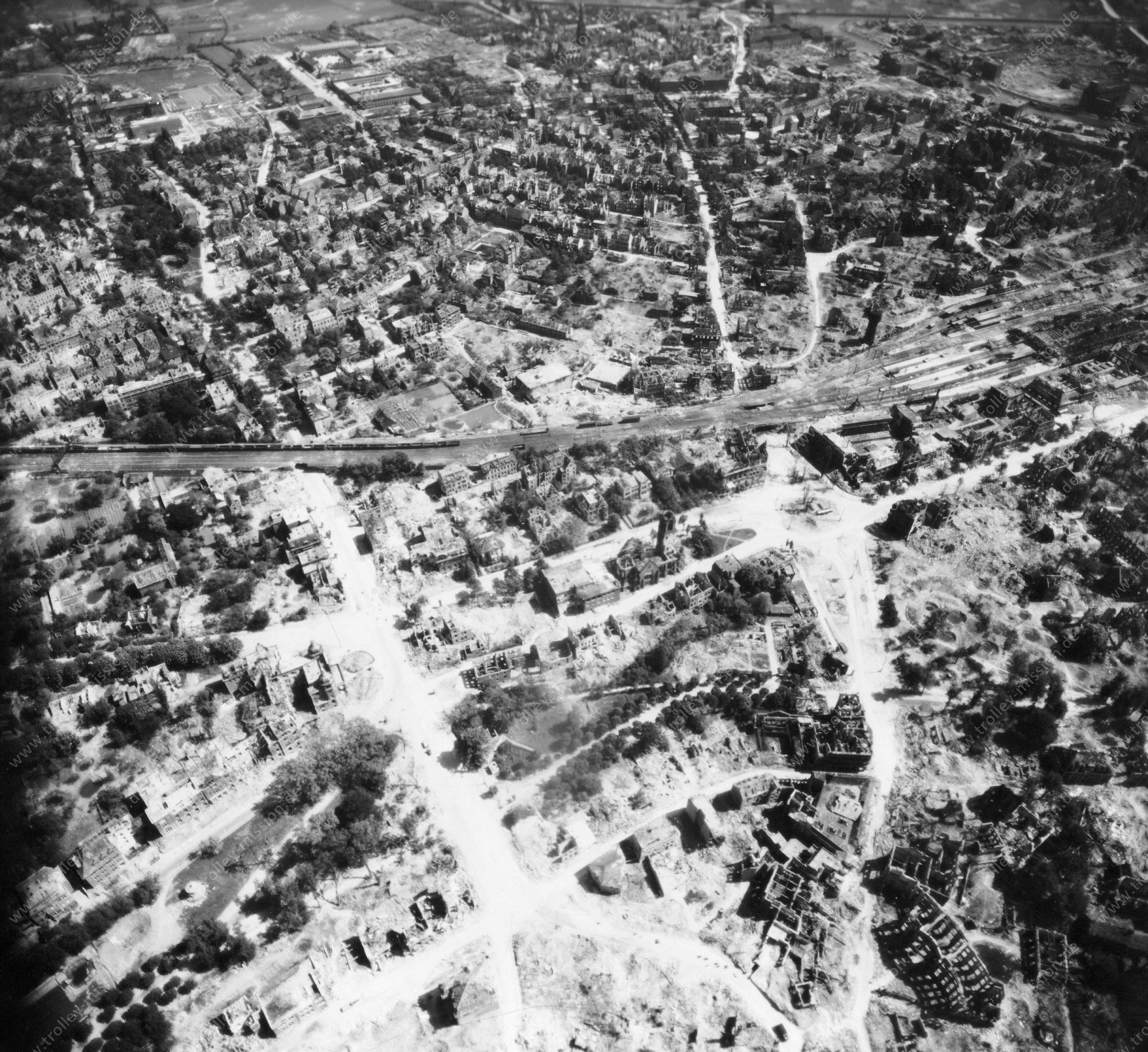 Luftbild von Münster am 12. Mai 1945 - Luftbildserie 9/11 der US Air Force