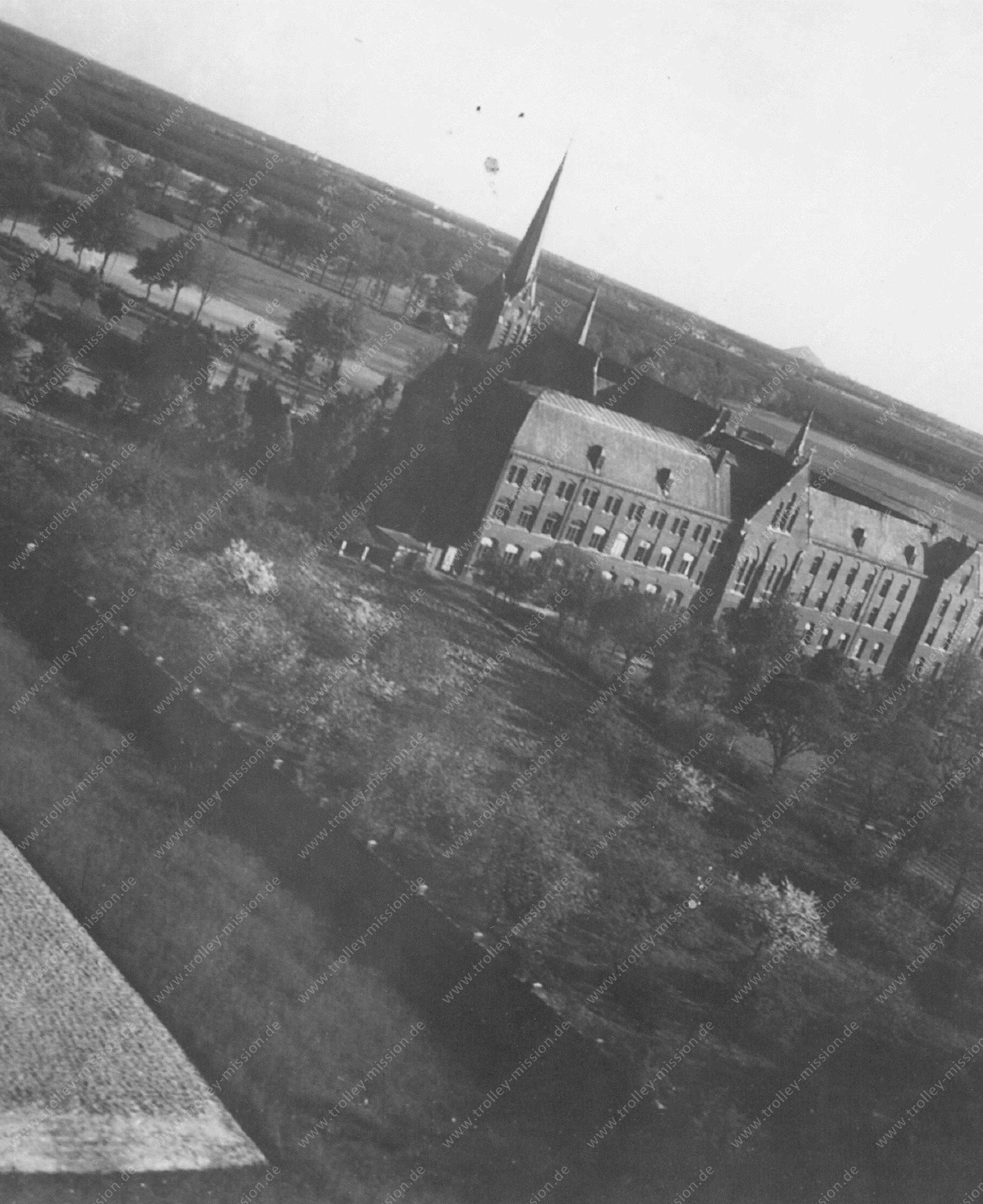 Unbekanntes Luftbild Schulgebäude oder Verwaltungsgebäude