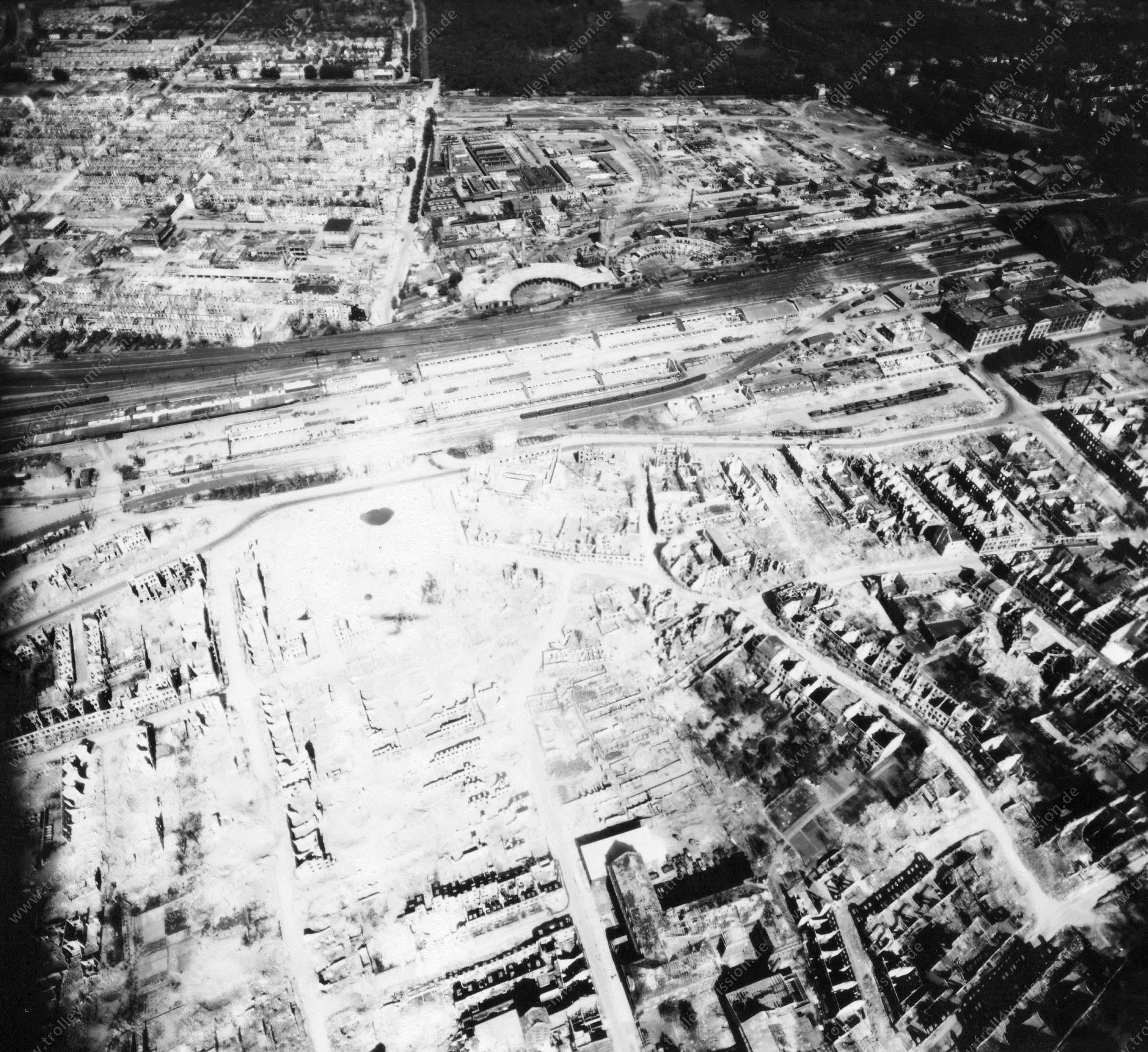 Luftbild von Bremen am 12. Mai 1945 - Luftbildserie 12/12 der US Air Force