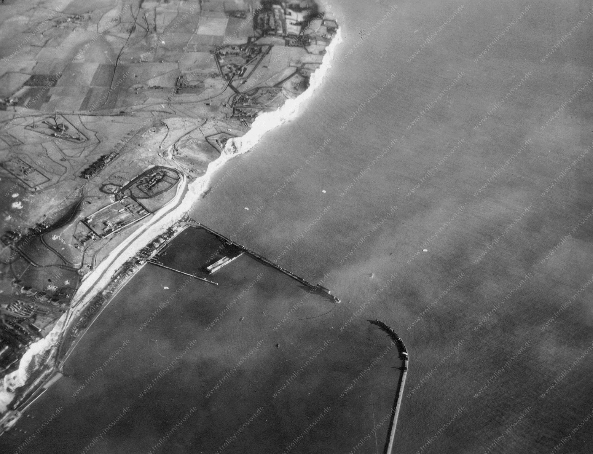 Dover am Ärmelkanal Luftbild 1945 - Hafen und Küstenwachenstation (Großbritannien)