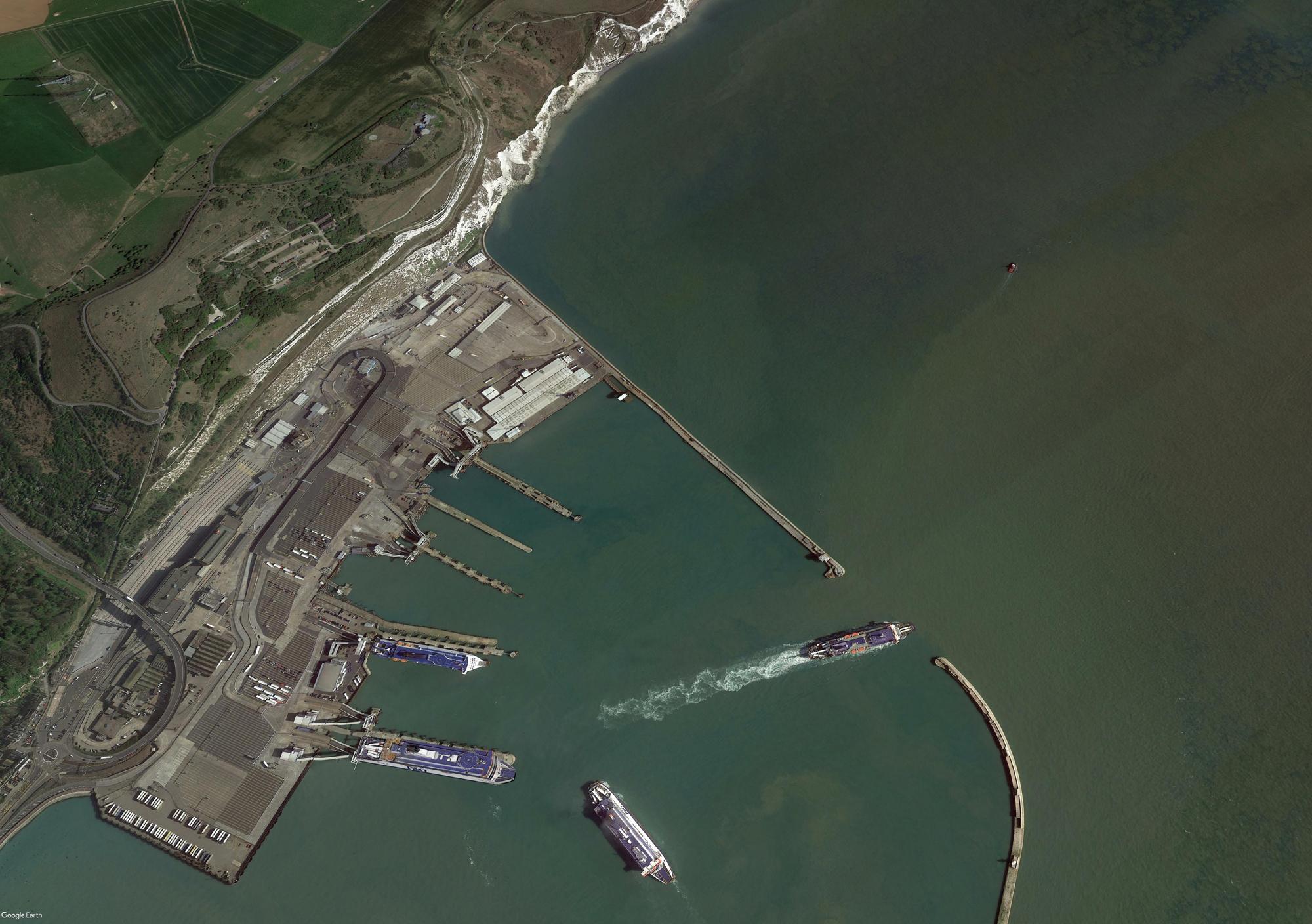 Dover am Ärmelkanal - Hafen und Küstenwachenstation (Google Earth)