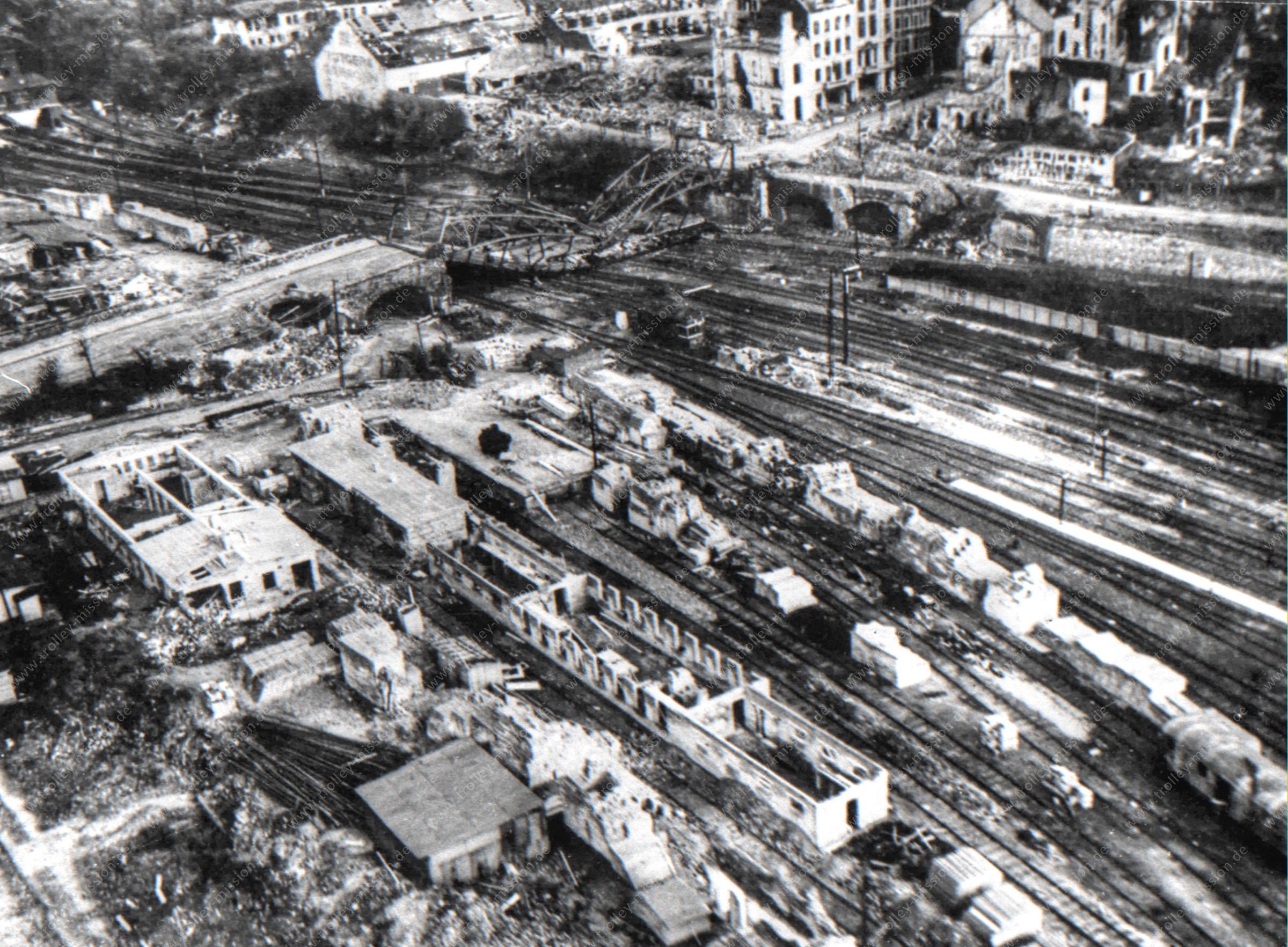 Luftbild Burtscheider Brücke und Burtscheider Straße an der Eisenbahn in Aachen im Mai 1945