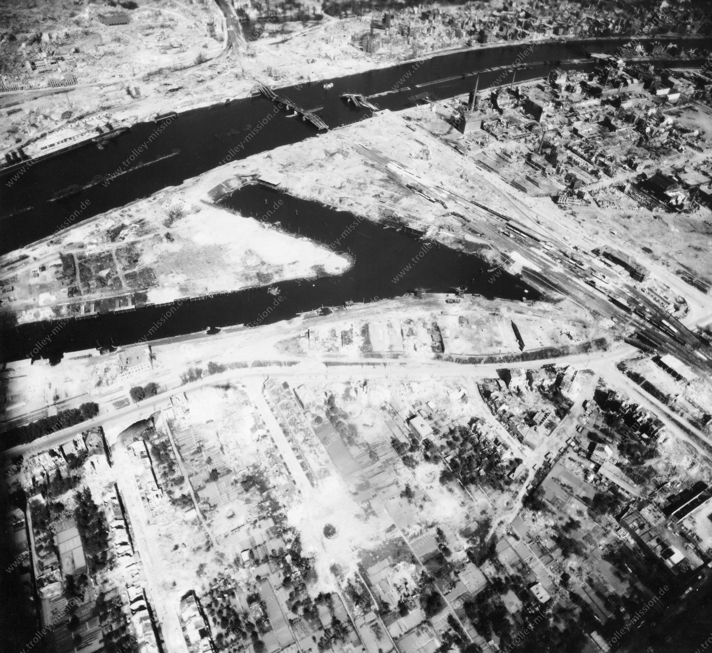 Luftbild von Bremen am 12. Mai 1945 - Luftbildserie 8/12 der US Air Force