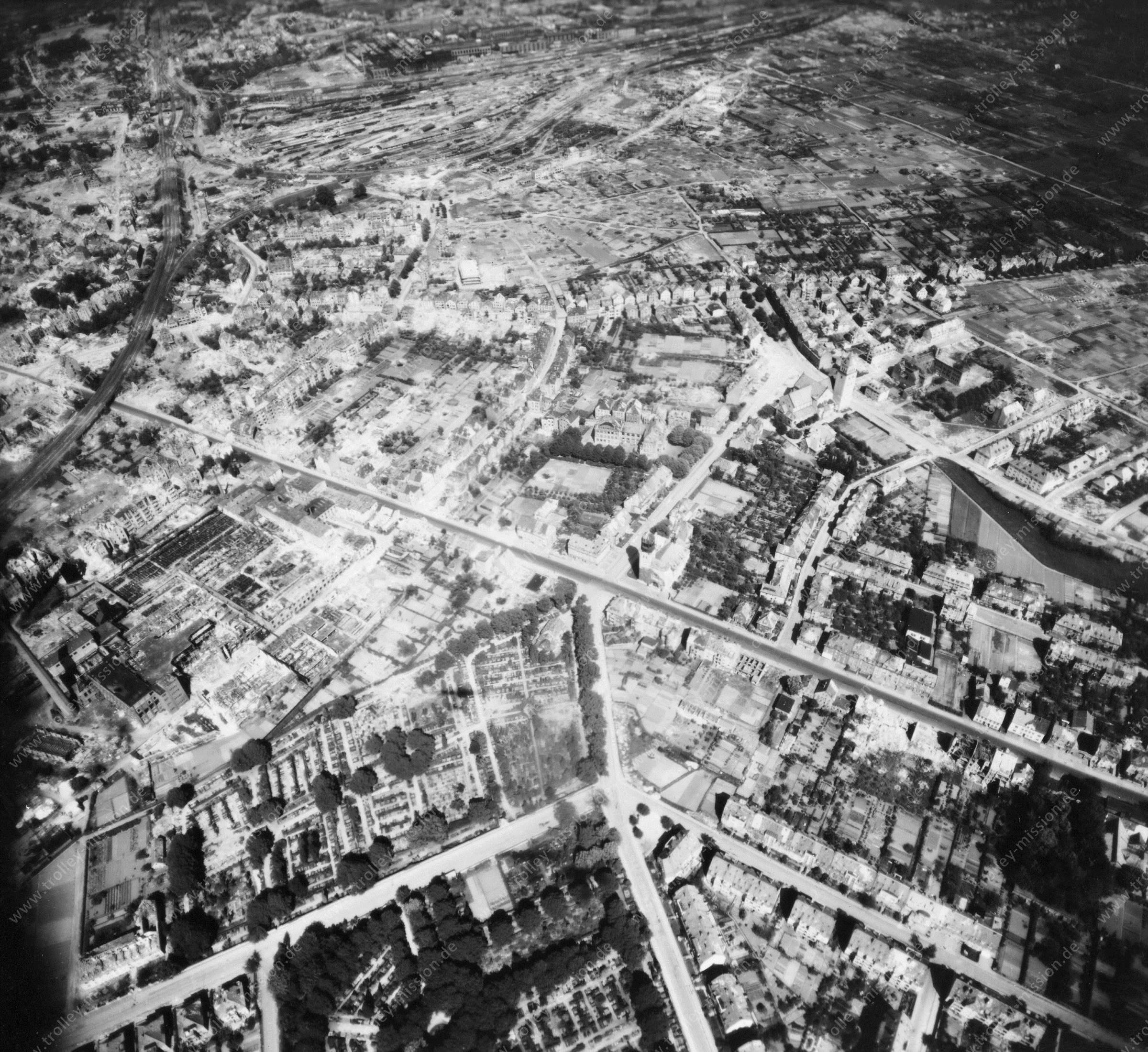 Osnabrück im Zweiten Weltkrieg: Iburger Straße und Johannisfriedhof (Mai 1945)