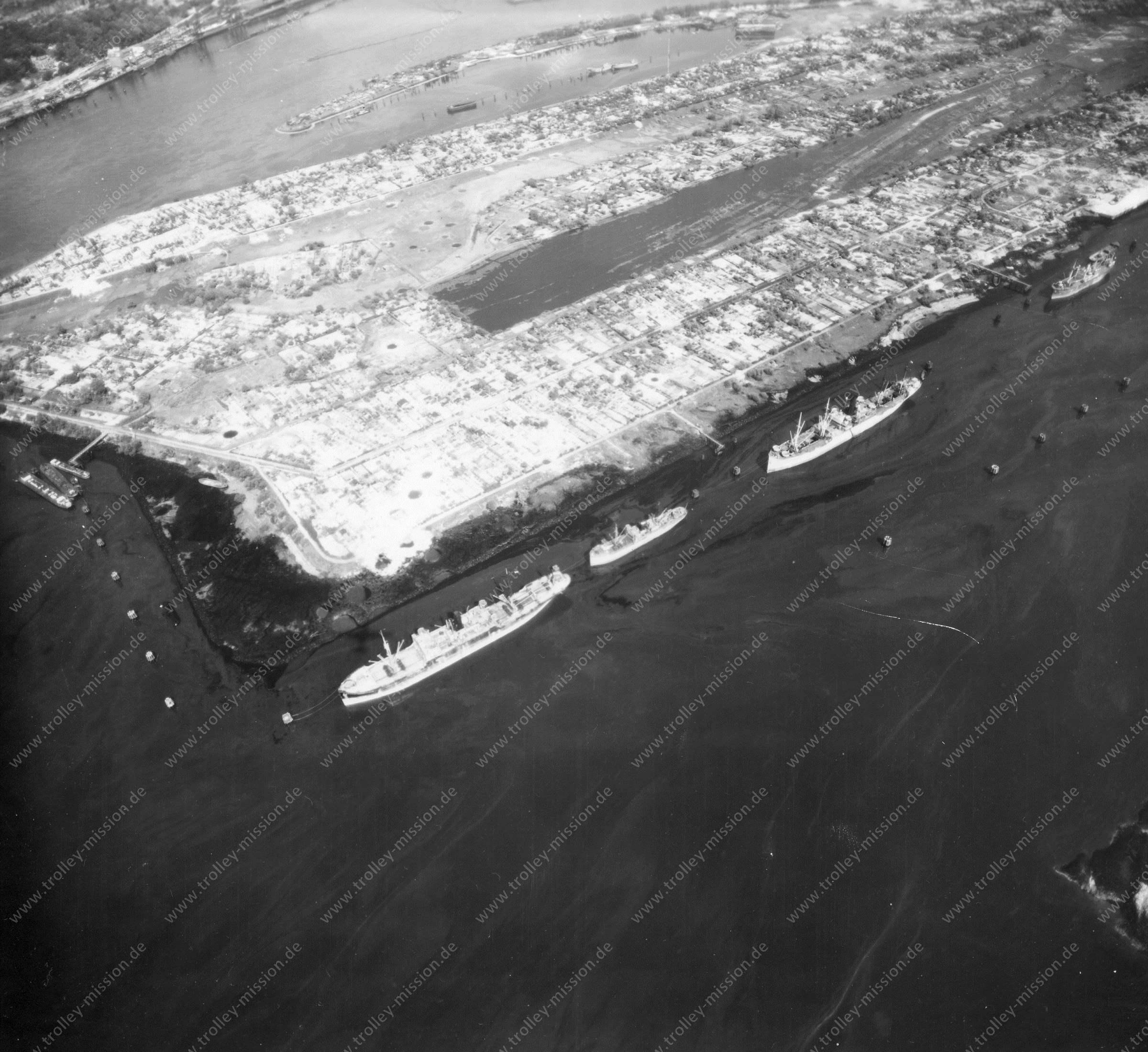 Luftbild von Hamburg und Hafen am 12. Mai 1945 - Luftbildserie 5/19 der US Air Force