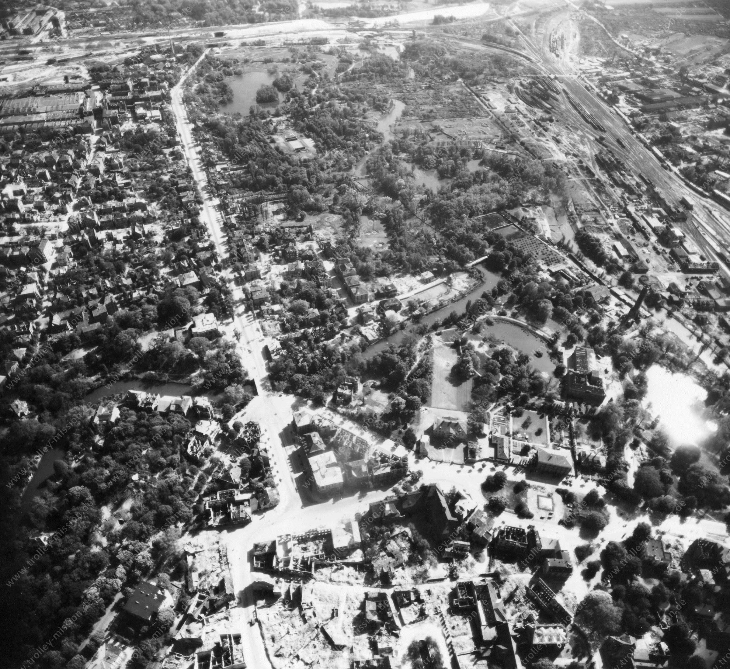 Luftbild von Braunschweig am 12. Mai 1945 - Luftbildserie 9/11 der US Air Force