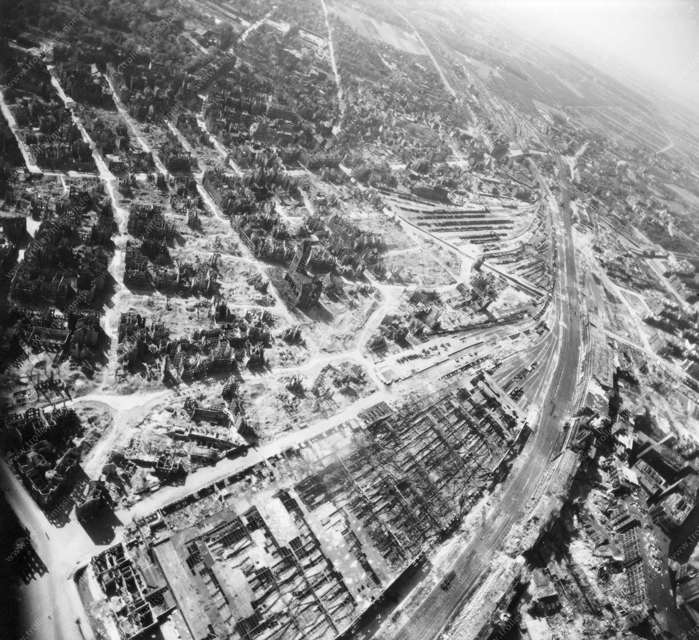 Luftbild von Hannover am 12. Mai 1945 - Luftbildserie 2/3 der US Air Force