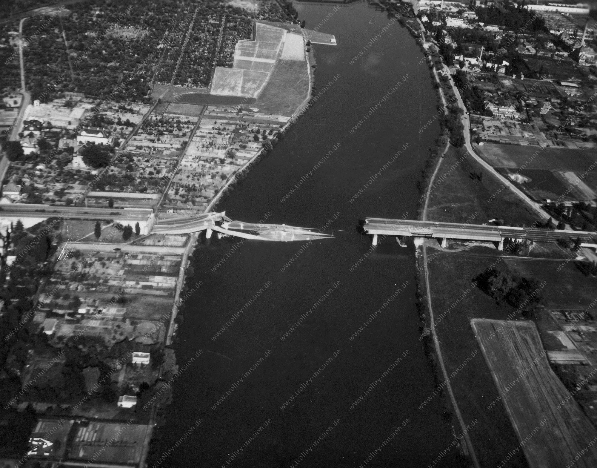 Frankfurt am Main Luftbild der Reichsautobahn-Brücke in Niederrad