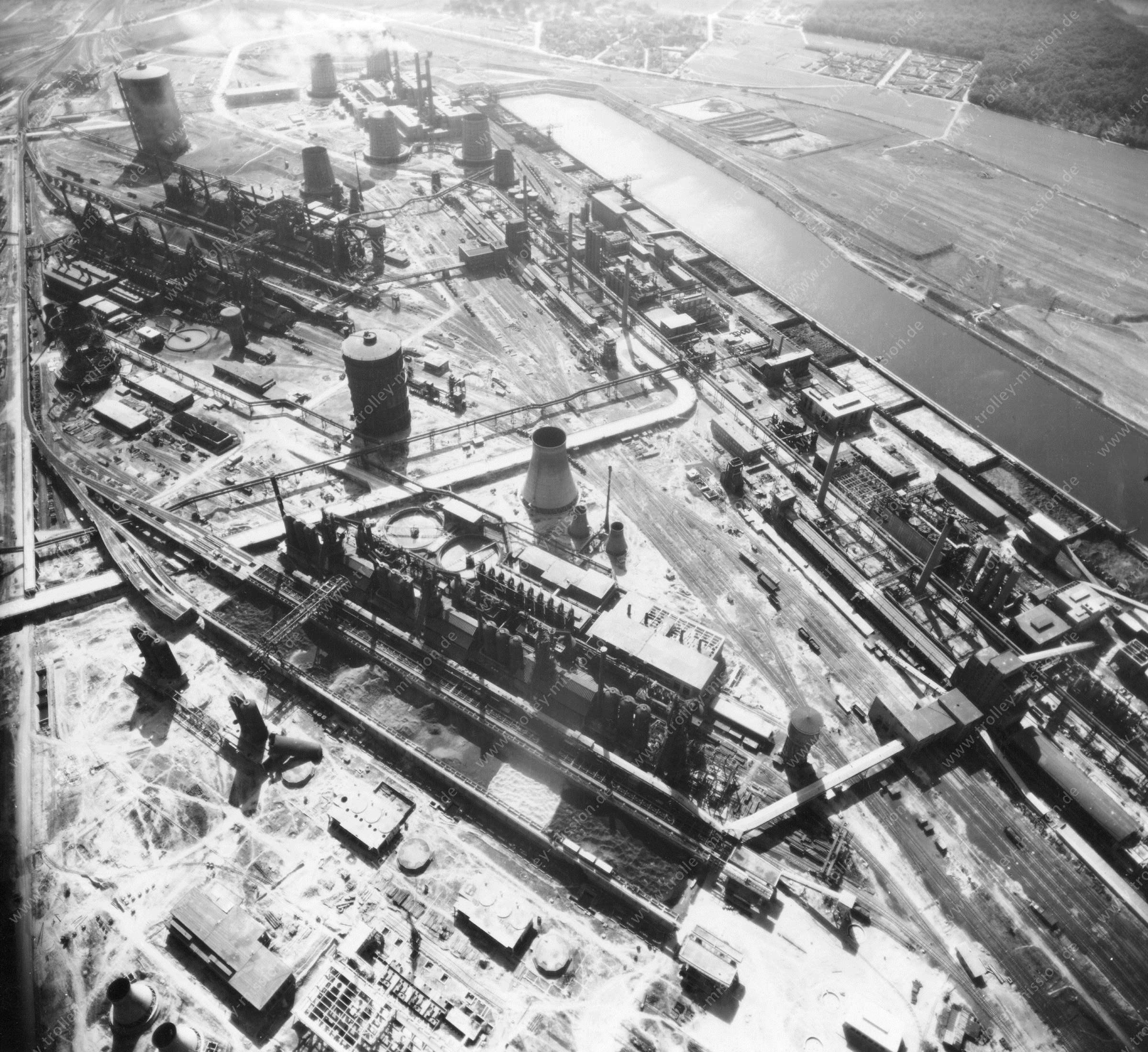 Luftbild der Hermann Göring Reichswerke AG für Erzbergbau und Eisenhütten in Salzgitter am 12. Mai 1945 - Luftbildserie 7/7 der US Luftwaffe