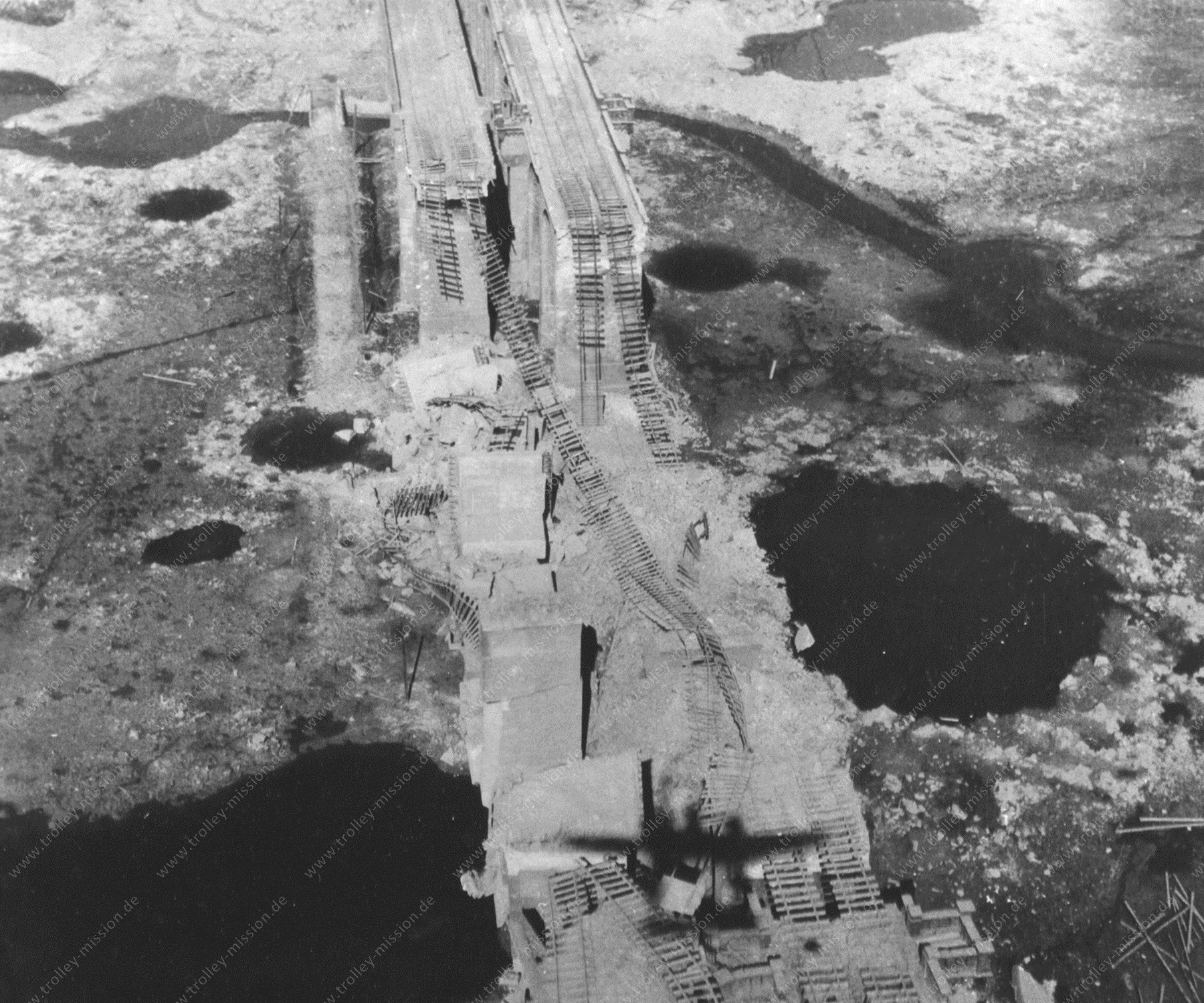 Bielefeld - Altes Foto aus dem Zweiten Weltkrieg - Schildescher Viadukt nach den Fliegerbomben