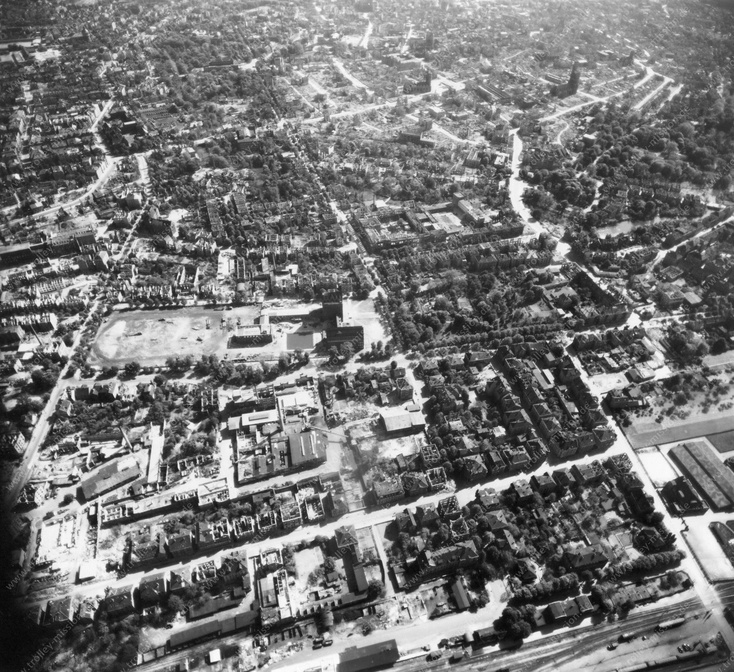 Luftbild von Braunschweig am 12. Mai 1945 - Luftbildserie 5/11 der US Air Force