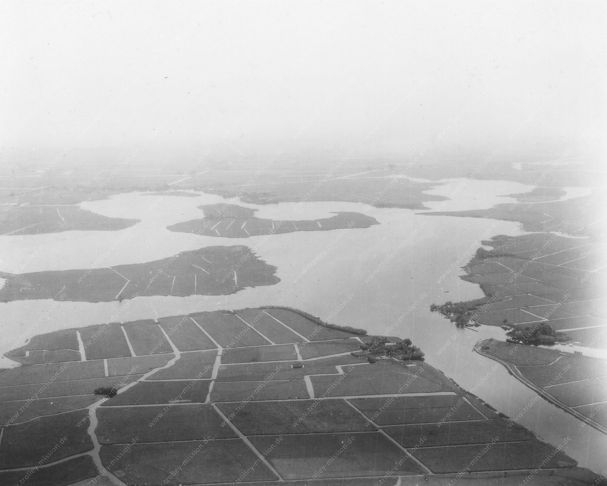 Unbekanntes Luftbild Überschwemmte Landschaft