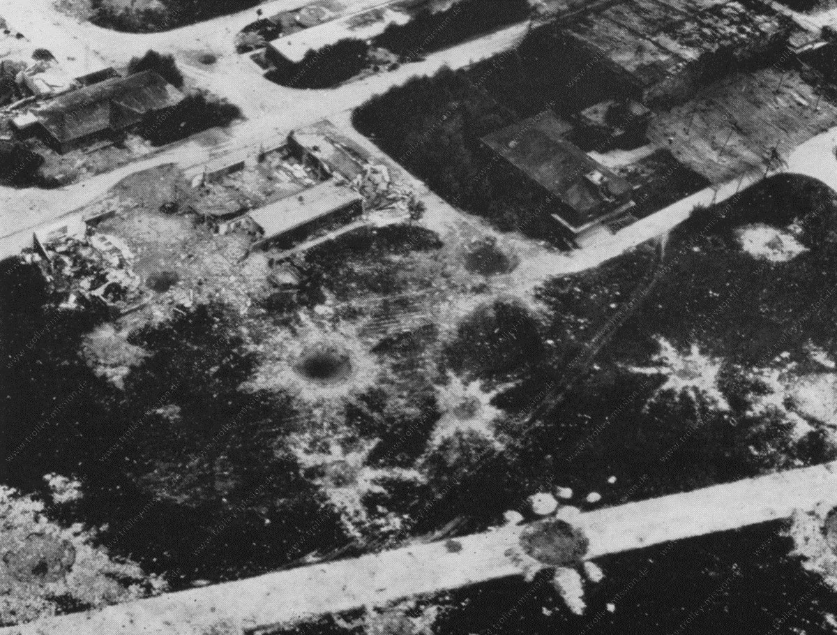 Fliegerhorst und Flugplatz Münster Loddenheide nach der Zerstörung durch Luftangriffe im Mai 1945