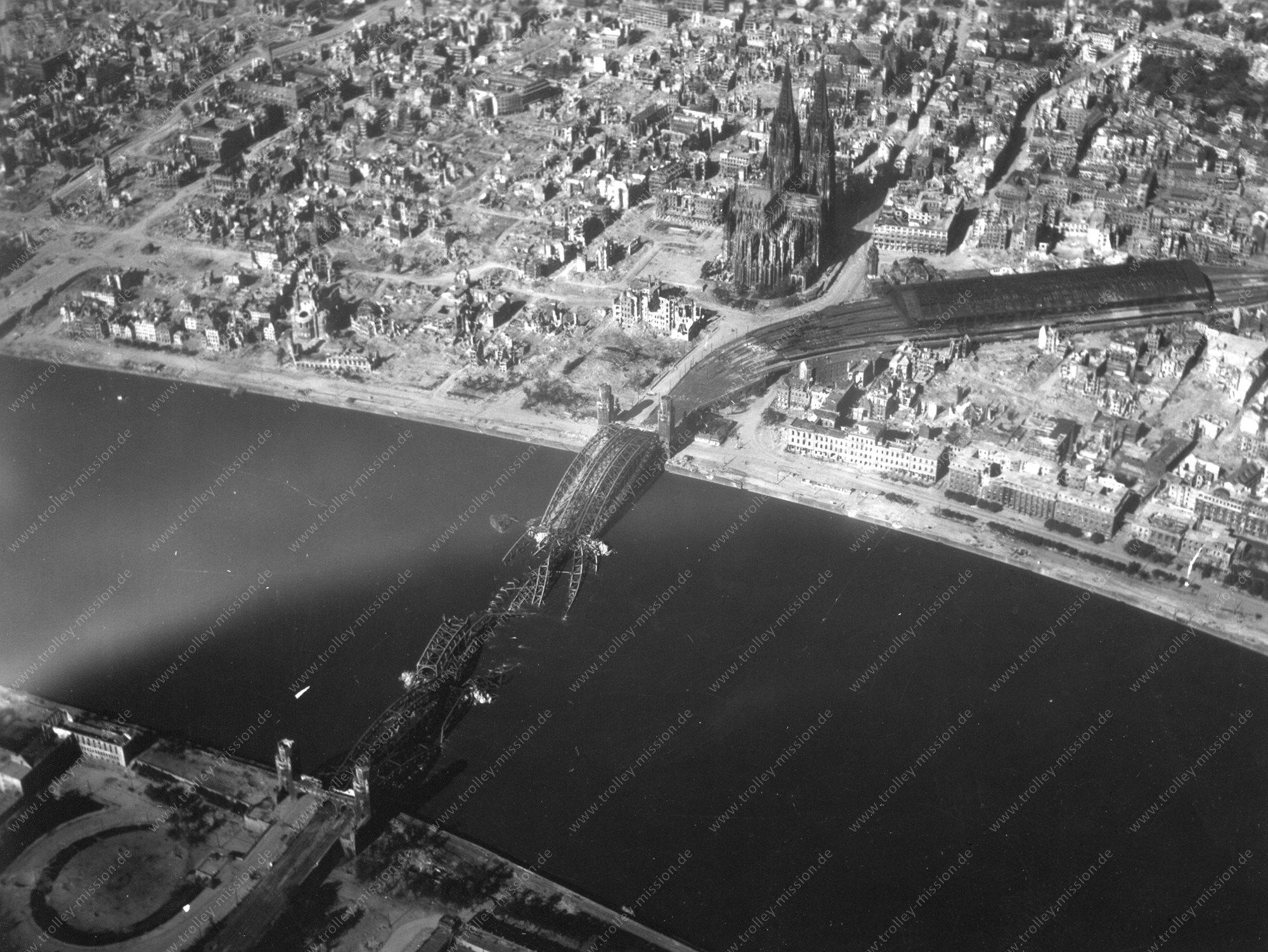 Köln Luftbild der Hohenzollernbrücke im Zweiten Weltkrieg
