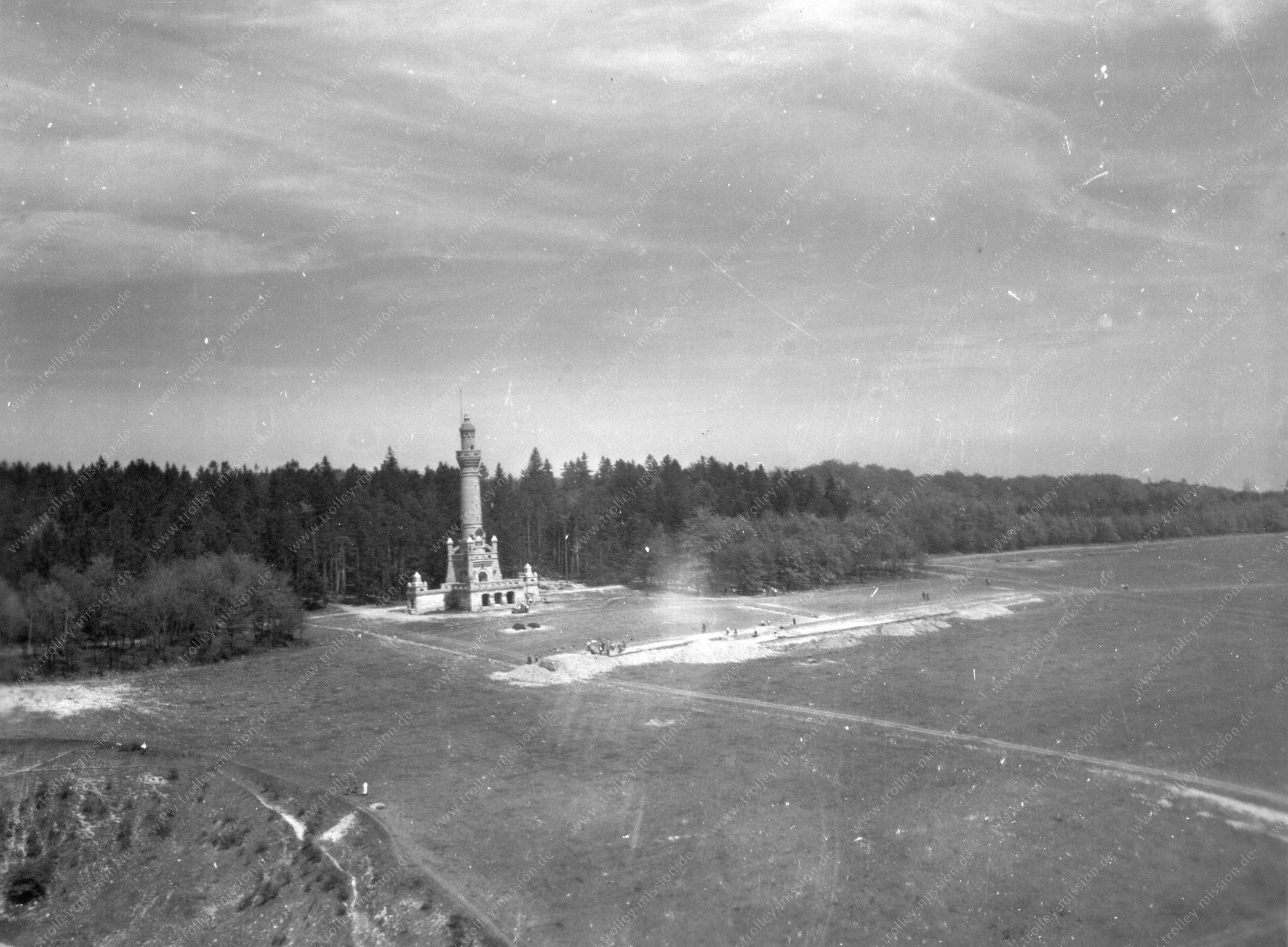 Luftbild Bismarckturm bei Weimar auf dem Ettersberg im Zweiten Weltkrieg
