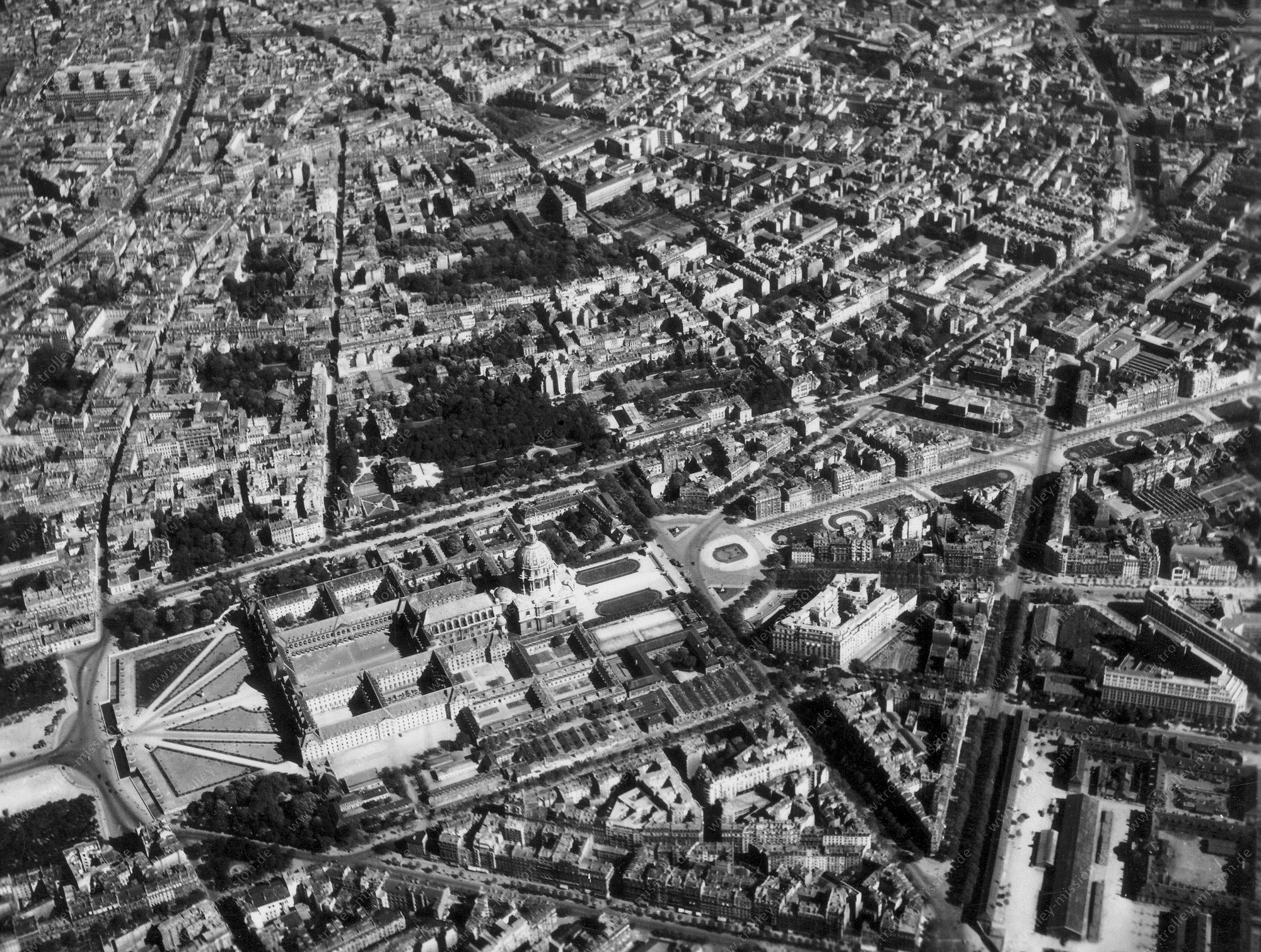 Paris 1945 Luftbild Invalidendom - Dôme des Invalides - Ehemalige Kaserne der Wehrmacht (Frankreich)