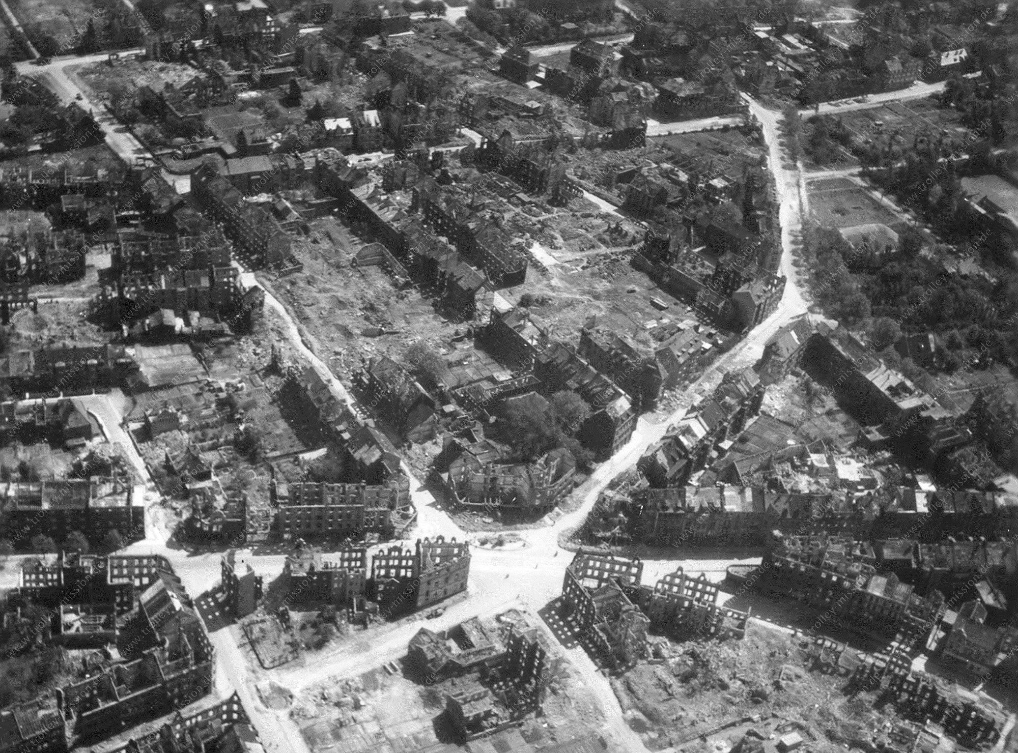 Luftbild der Florastraße und Bismarckstraße in Gelsenkirchen nach den Luftangriffen im Mai 1945