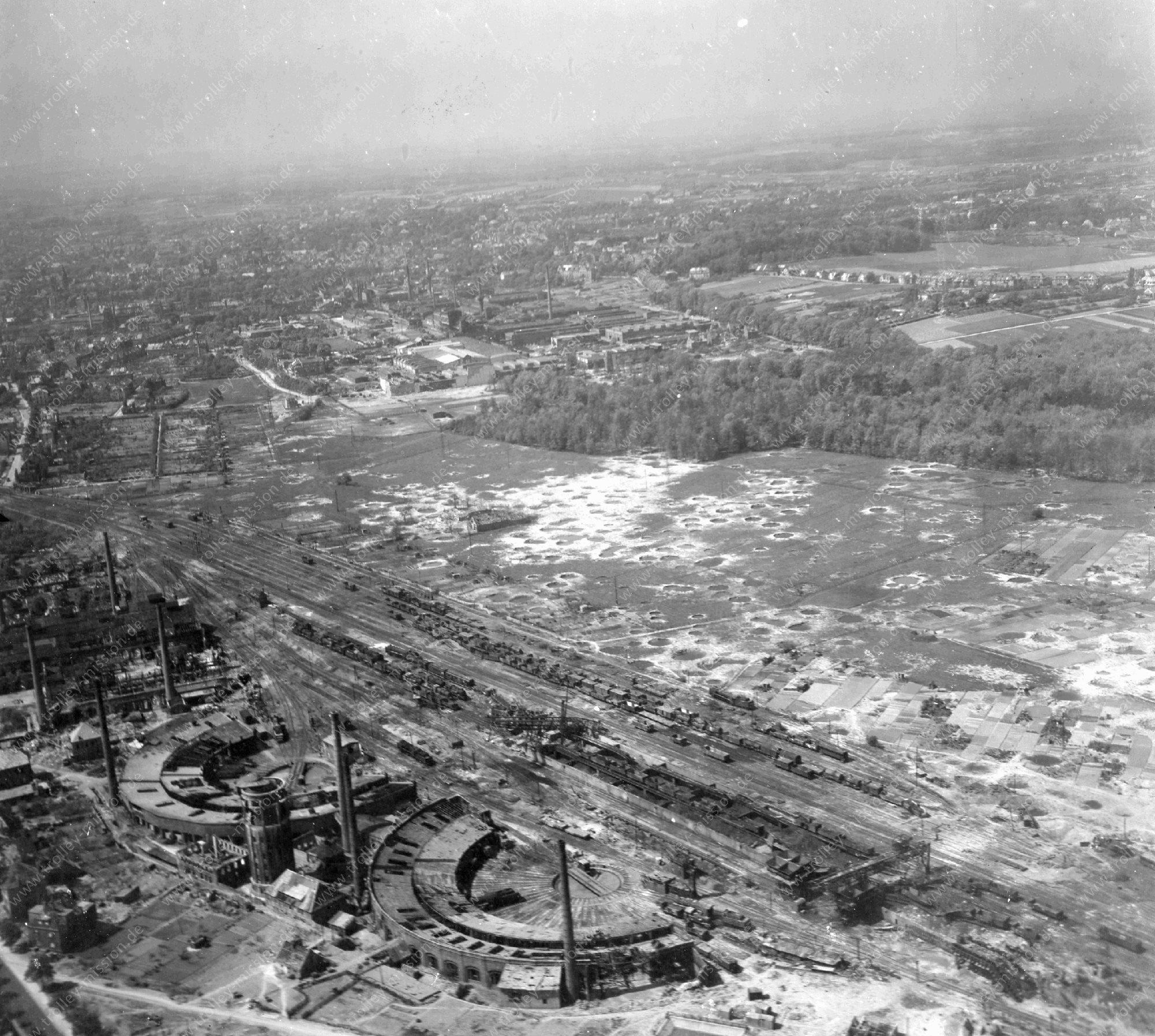 Luftbild vom Vorbahnhof bzw. Betriebswerk Osnabrück mit zwei Ringlokschuppen