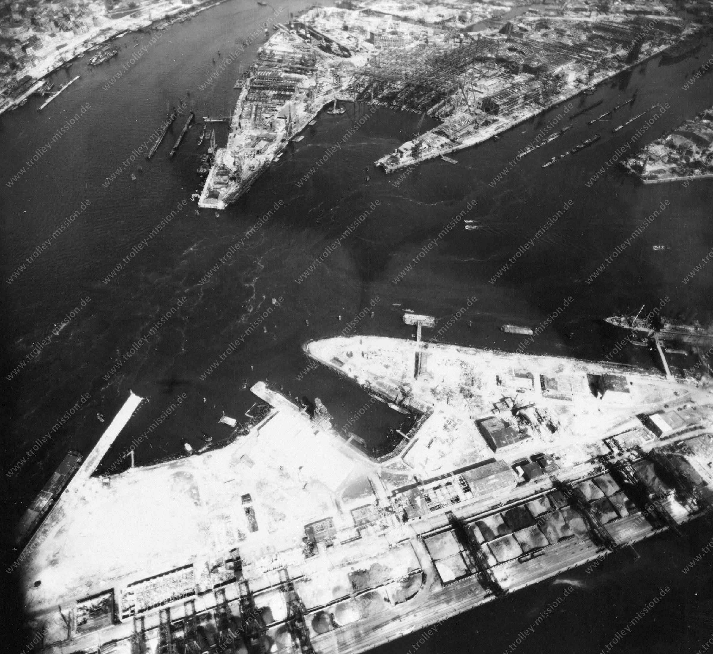 Luftbild von Hamburg und Hafen am 12. Mai 1945 - Luftbildserie 9/19 der US Air Force