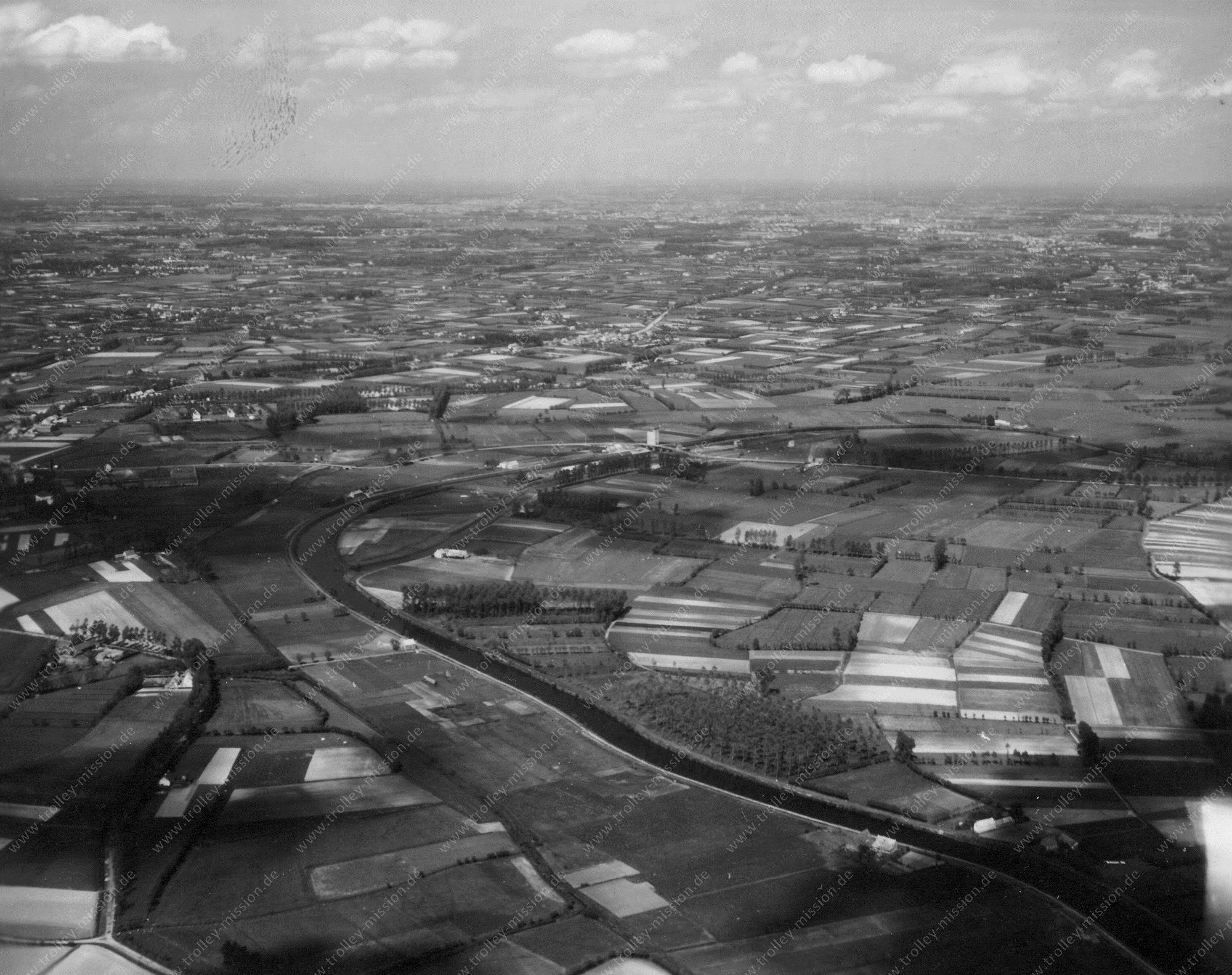 Der Fluß Schelde bei Nazareth und Eke bei Gent - Luftbild im Mai 1945 (Belgien)