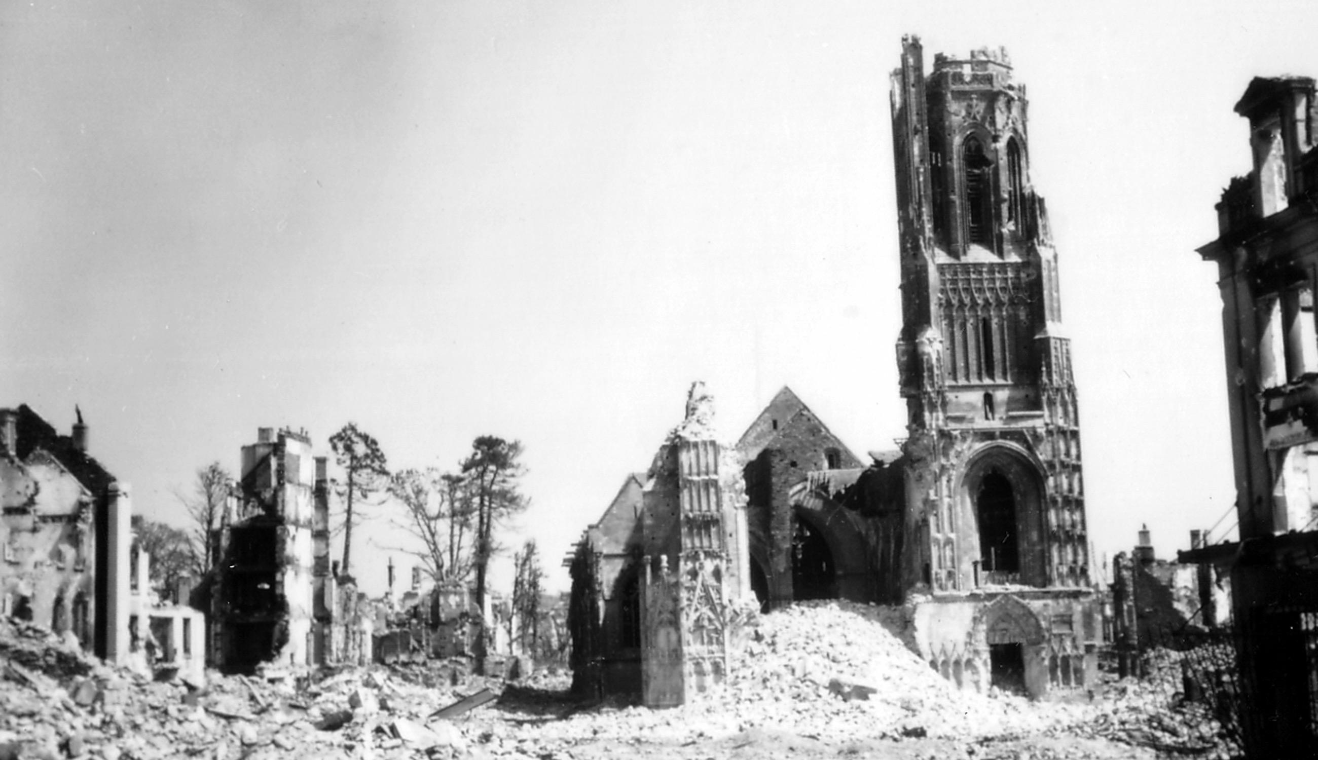 Église Notre-Dame de Saint-Lô 1944/1945