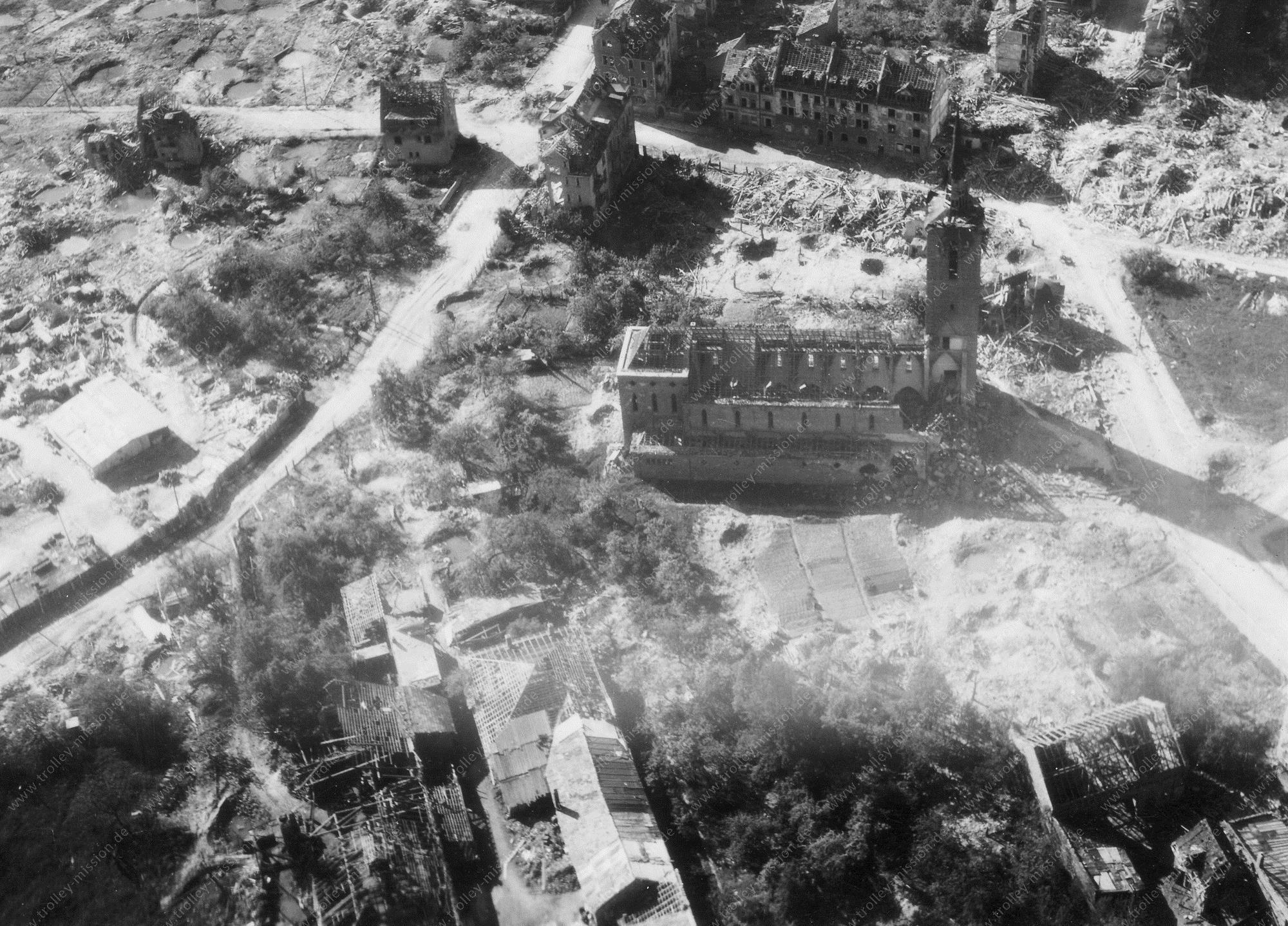 Aschaffenburg Luftbild der zerstörten St. Josef Kirche im Stadtteil Damm