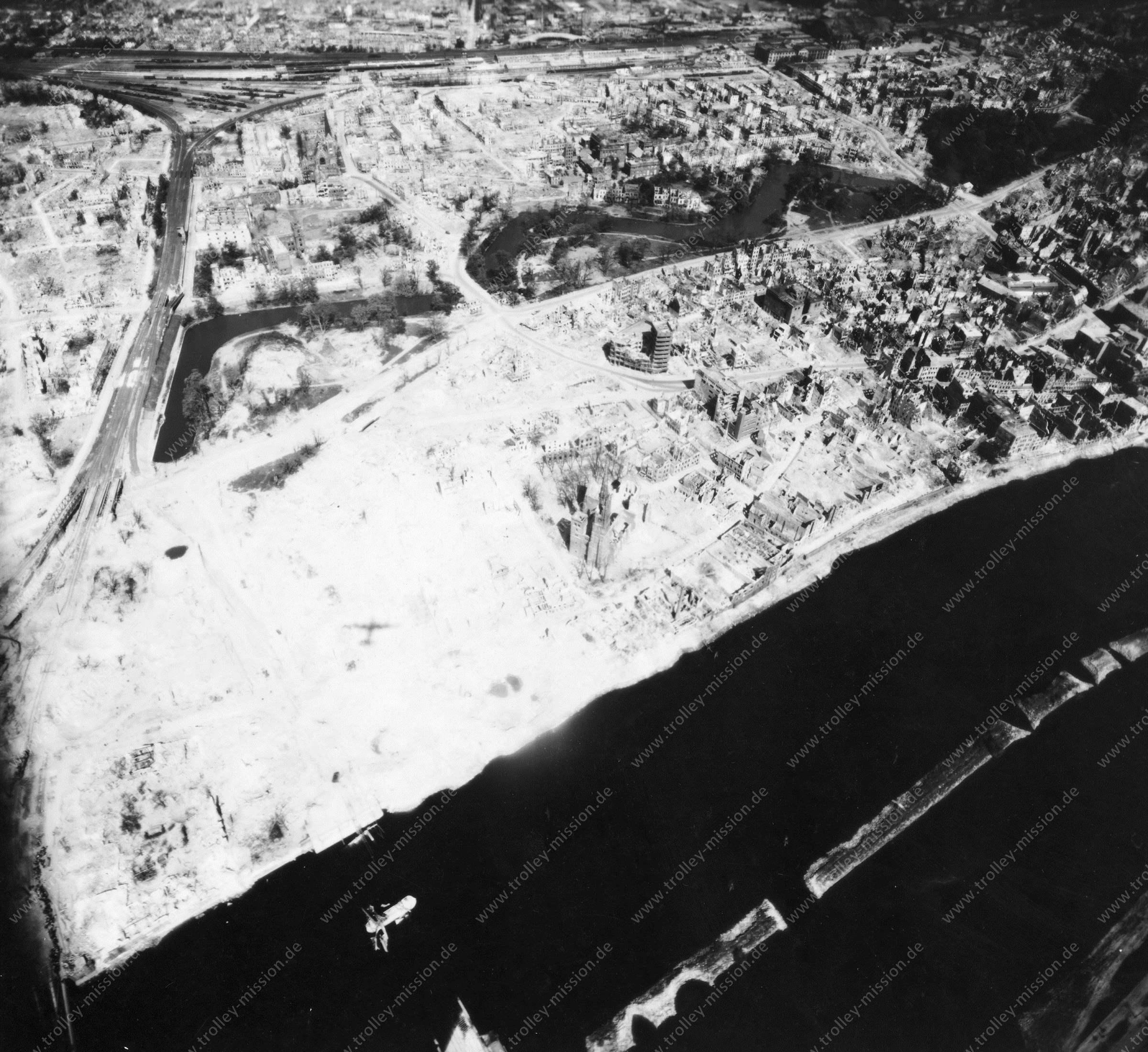 Luftbild von Bremen am 12. Mai 1945 - Luftbildserie 10/12 der US Air Force