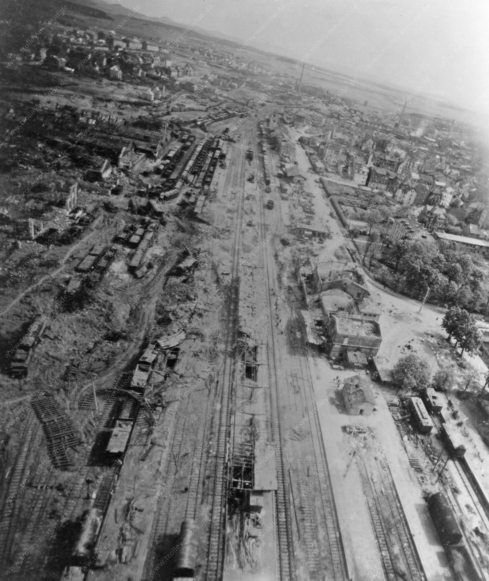 Bahnhof Fulda im Mai 1945 mit dem alten Ausbesserungswerk der Deutschen Reichsbahn