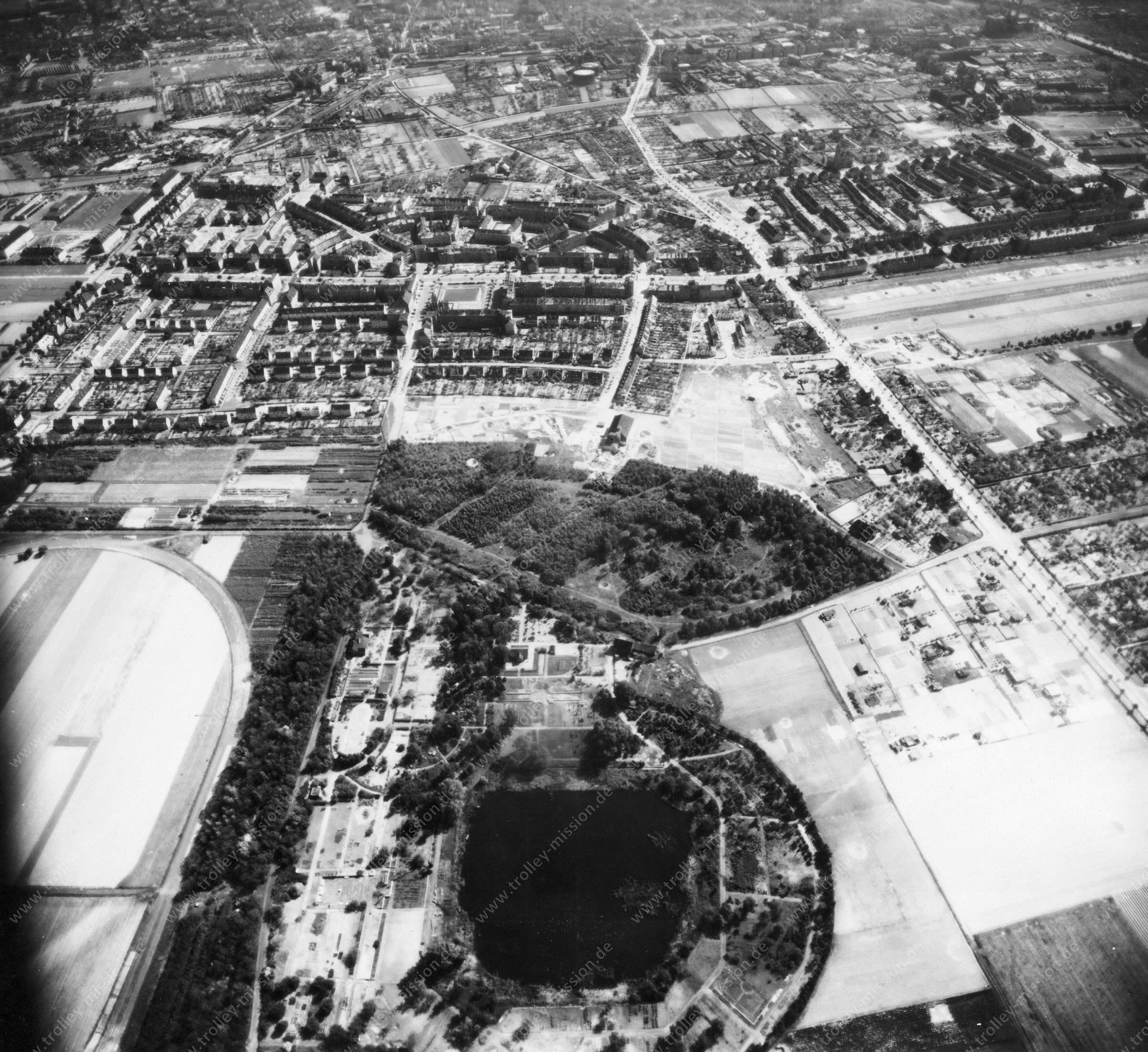 Luftbild von Braunschweig am 12. Mai 1945 - Luftbildserie 1/11 der US Air Force