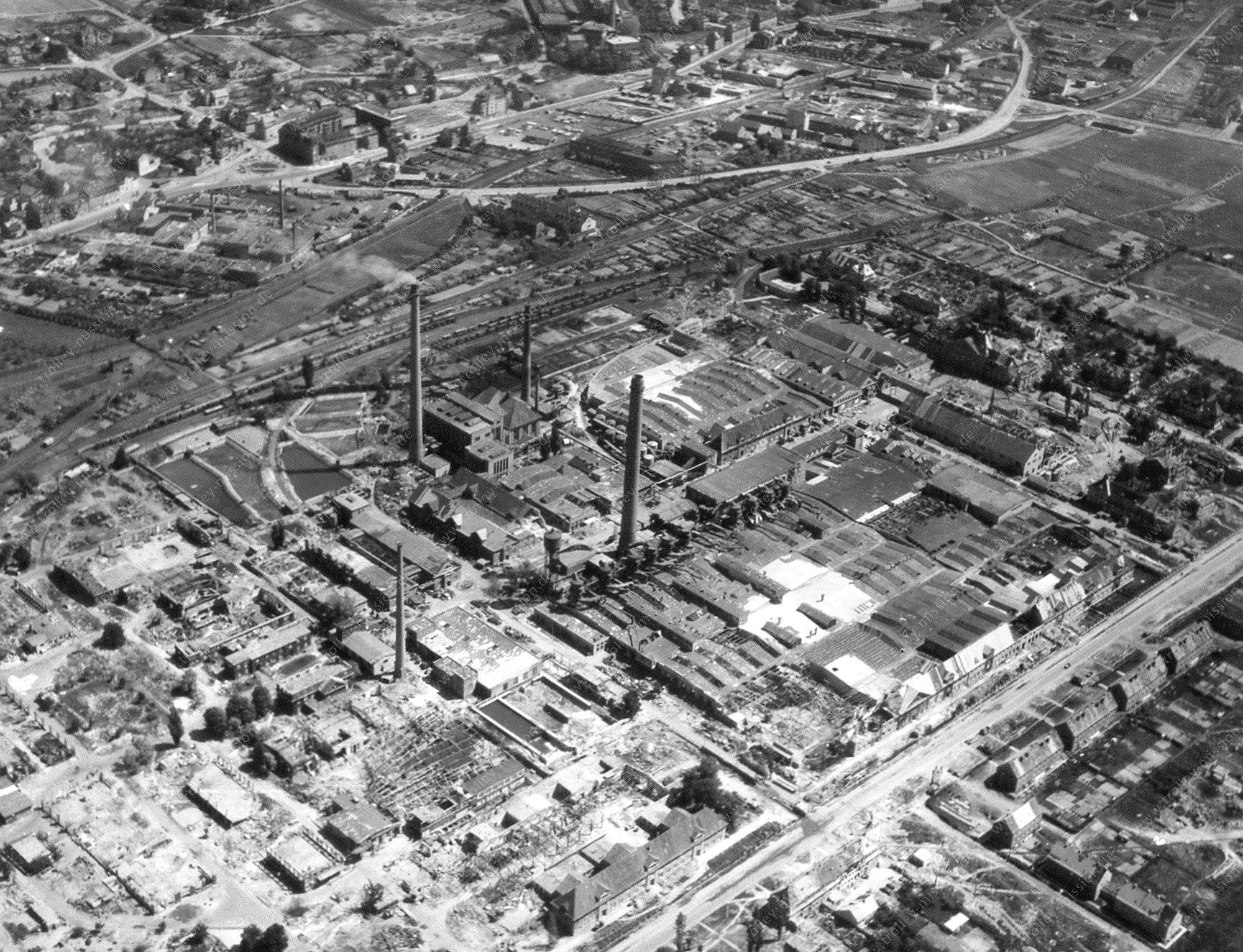 Luftbild vom Motorenbau Werk Kassel zwischen der Lilienthalstraße und dem Leipziger Platz in Kassel-Bettenhausen