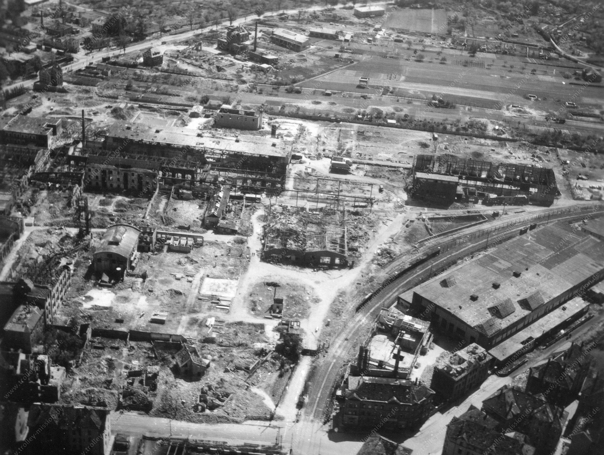 Luftbild von Braunschweig im Mai 1945 - Hugo-Luther-Straße, Arndstraße und Westbahnhof sowie Luther-Werke