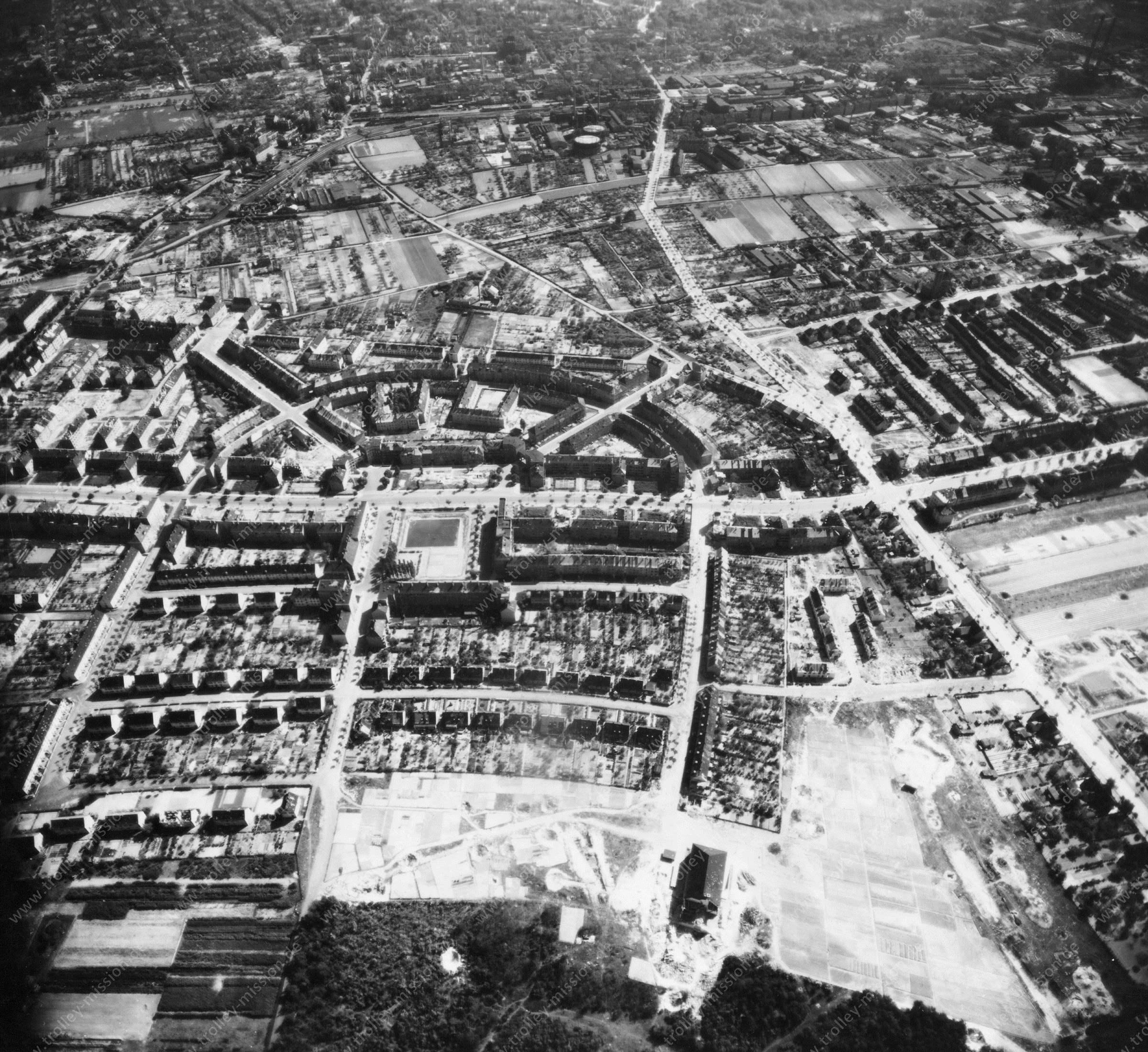 Luftbild von Braunschweig am 12. Mai 1945 - Luftbildserie 2/11 der US Air Force