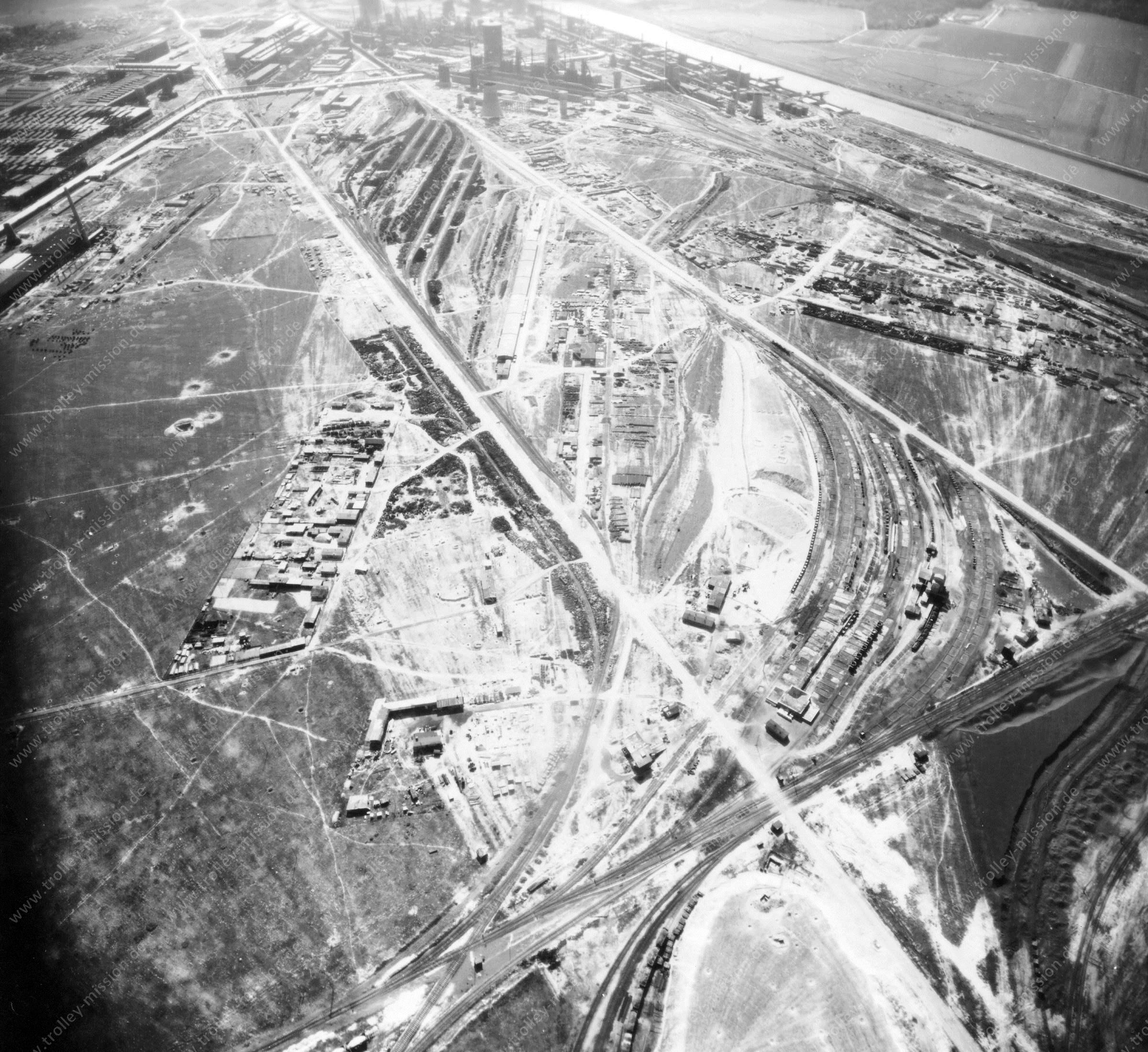 Luftbild der Hermann Göring Reichswerke AG für Erzbergbau und Eisenhütten in Salzgitter am 12. Mai 1945 - Luftbildserie 3/7 der US Luftwaffe