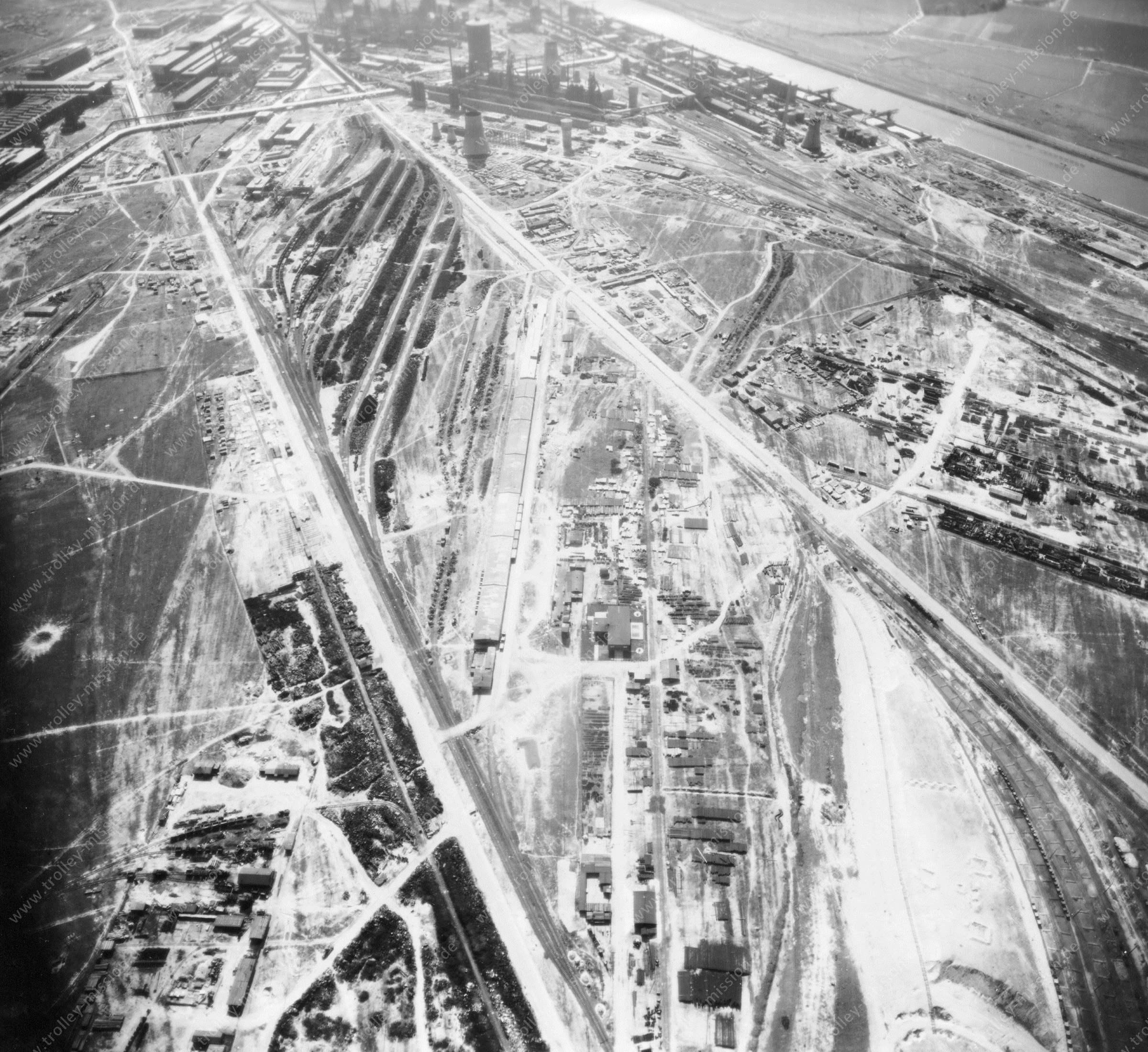 Luftbild der Hermann Göring Reichswerke AG für Erzbergbau und Eisenhütten in Salzgitter am 12. Mai 1945 - Luftbildserie 4/7 der US Luftwaffe
