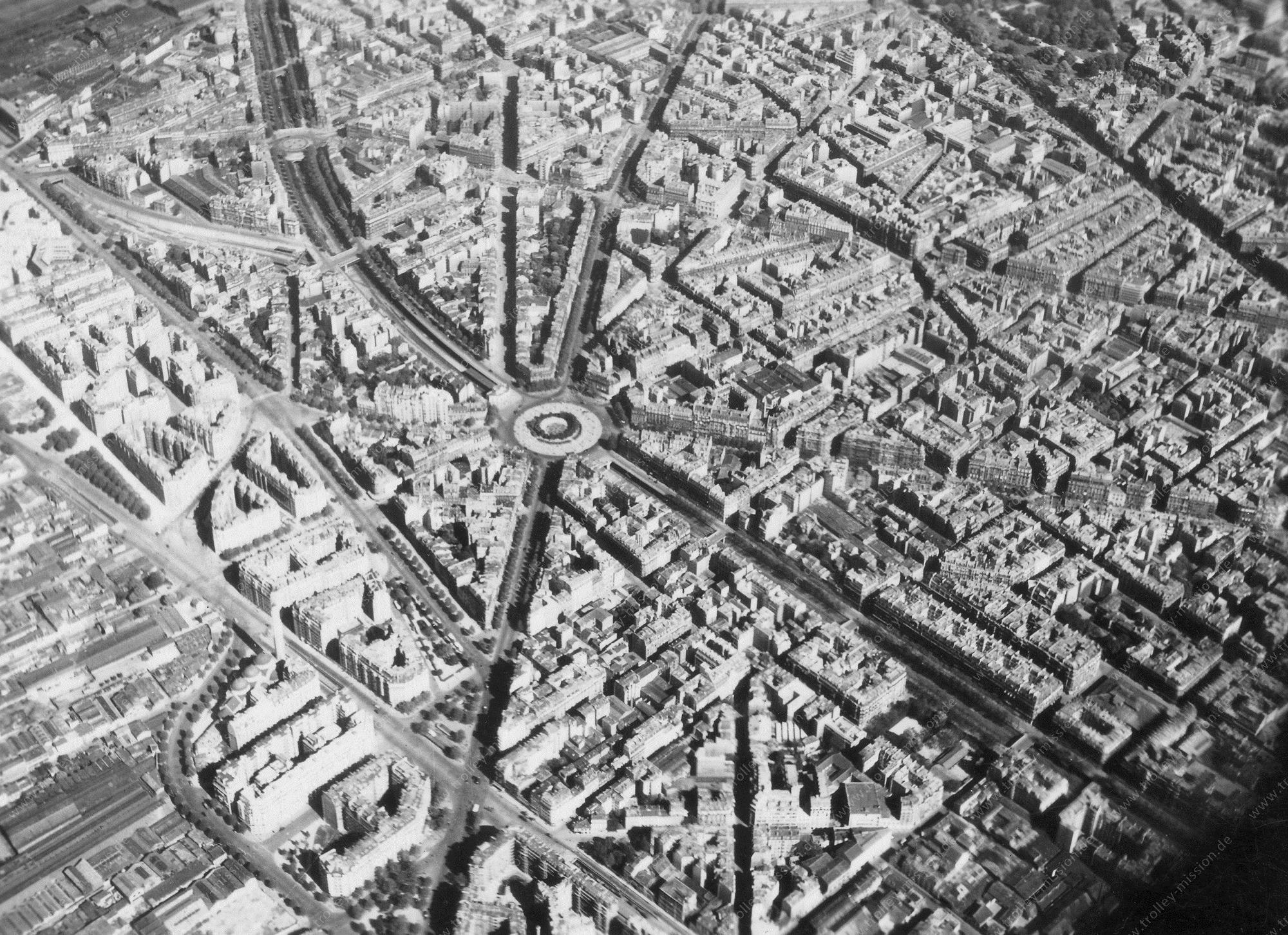 Paris 1945 Luftbild Place du Maréchal Juin - Métro Station Pereire (Frankreich)