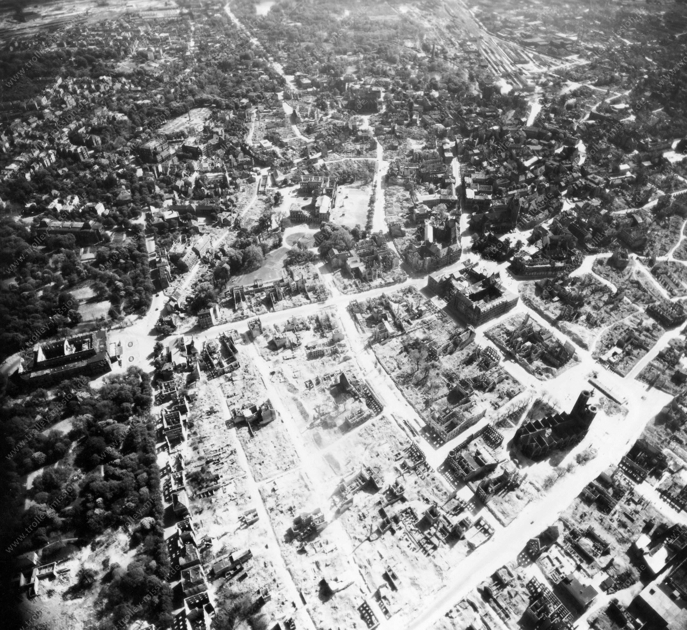 Luftbild von Braunschweig am 12. Mai 1945 - Luftbildserie 7/11 der US Air Force