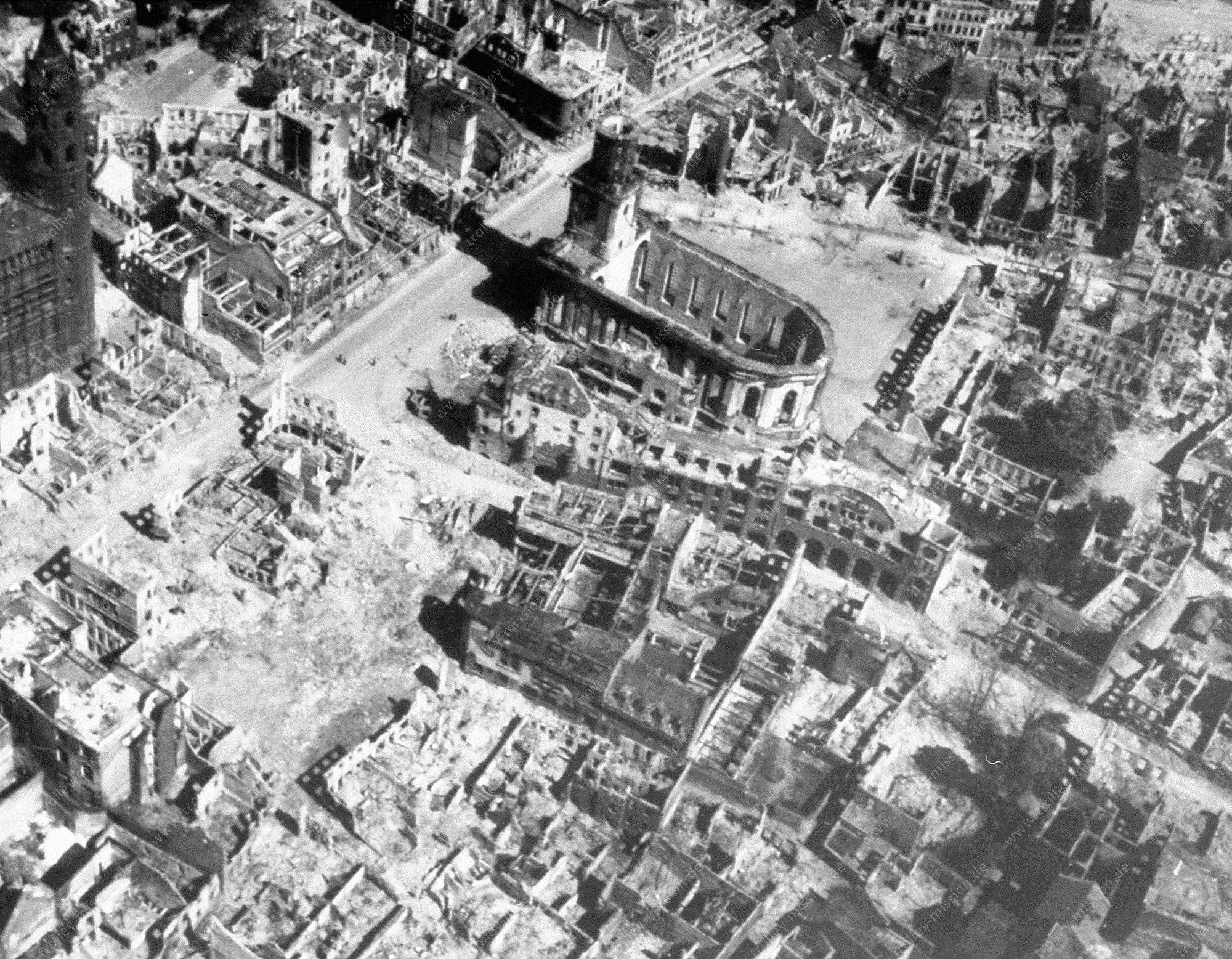 Worms Luftaufnahme nach dem Zweiten Weltkrieg Dom St. Peter und Dreifaltigkeitskirche