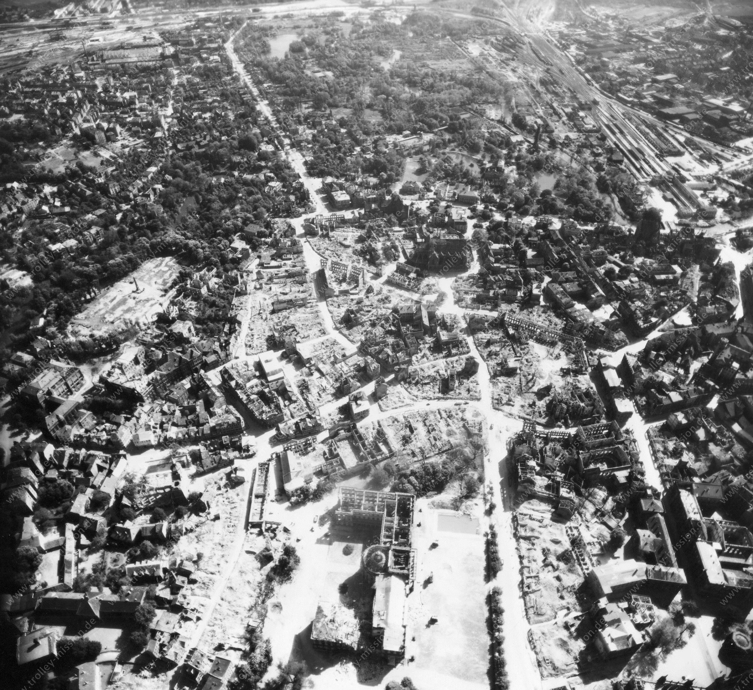 Luftbild von Braunschweig am 12. Mai 1945 - Luftbildserie 8/11 der US Air Force